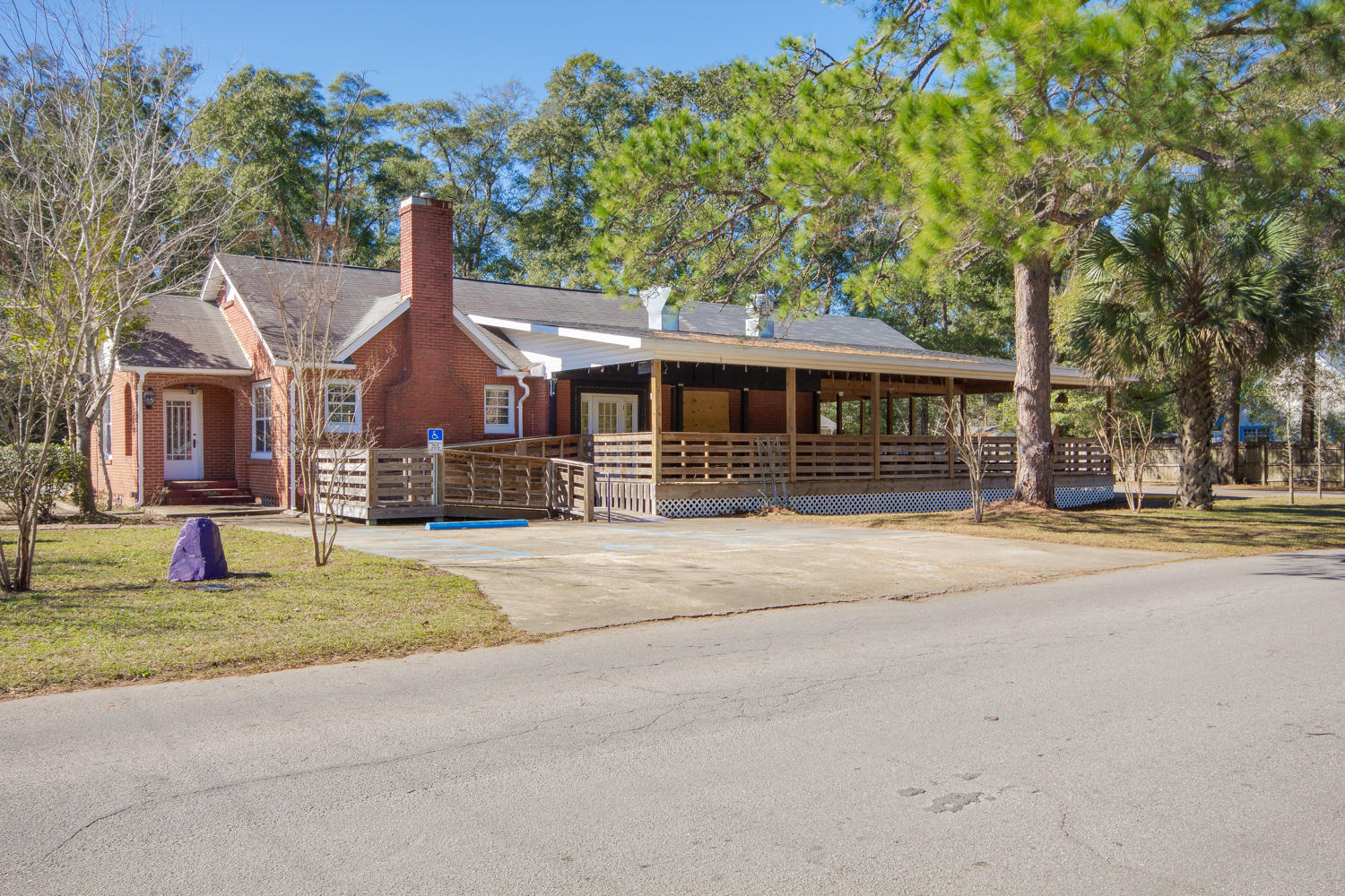 Photo of home for sale at 398 Hickory, Crestview FL