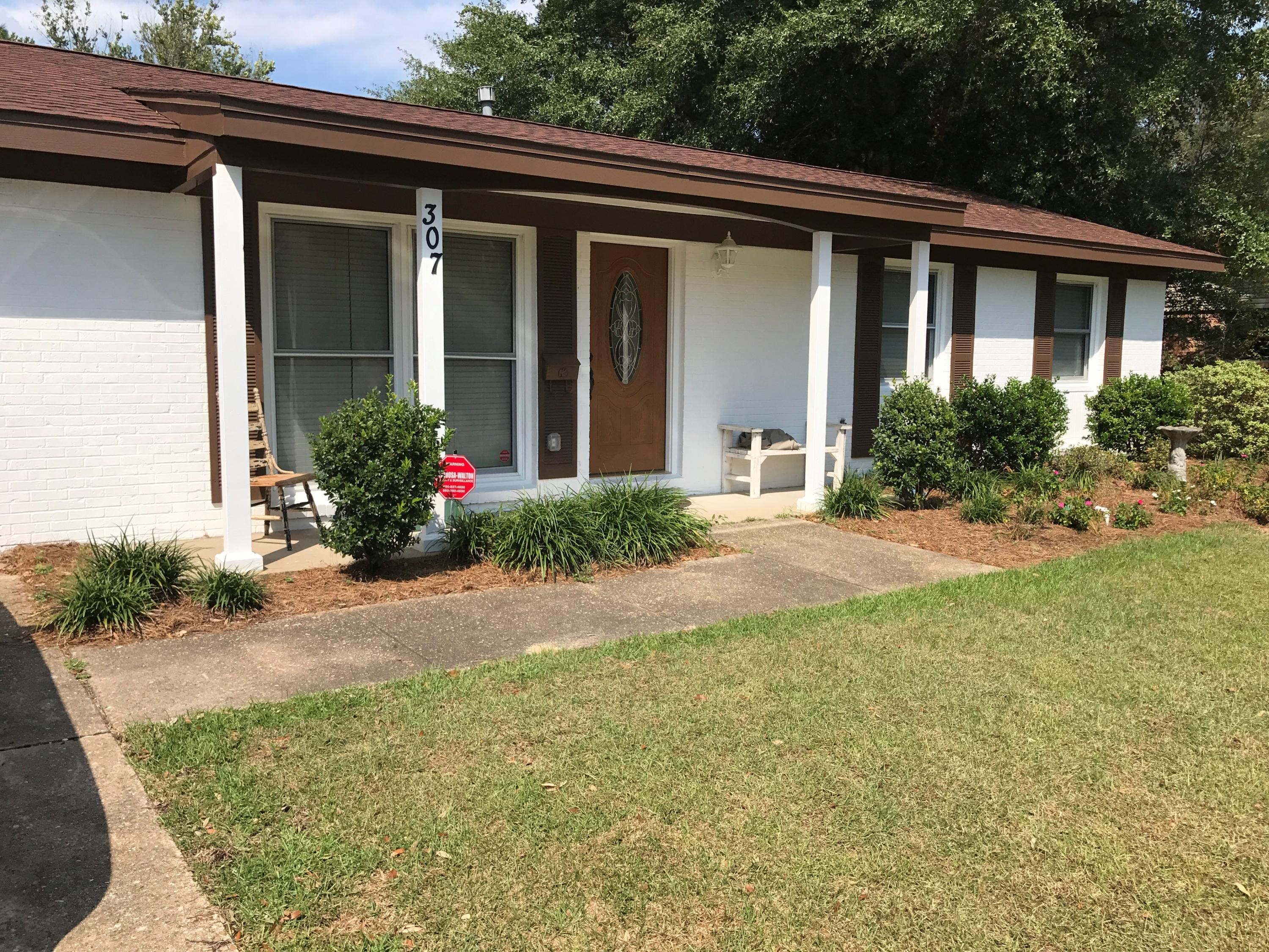 Photo of home for sale at 307 21st, Niceville FL