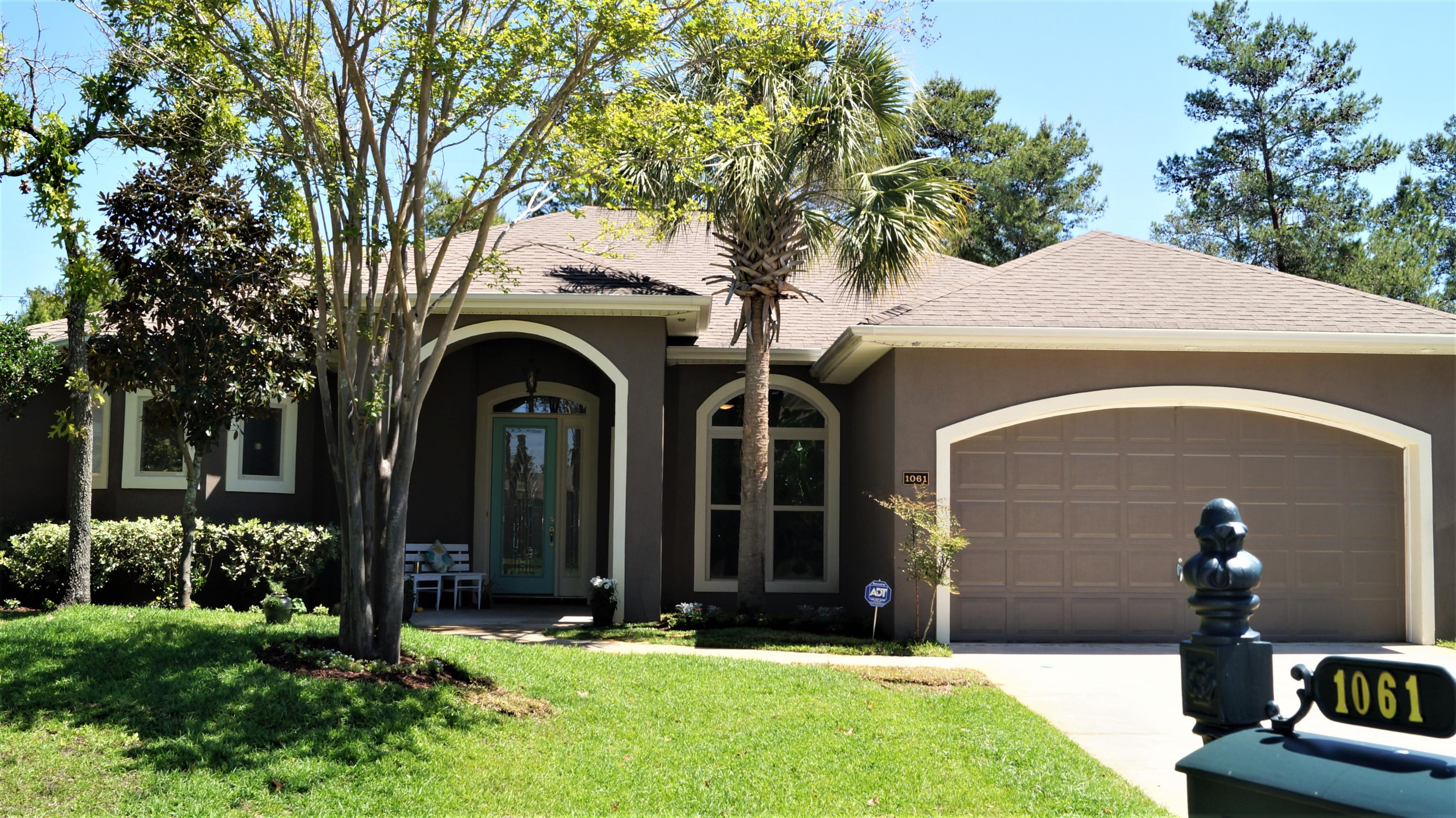 Photo of home for sale at 1061 Napa, Niceville FL