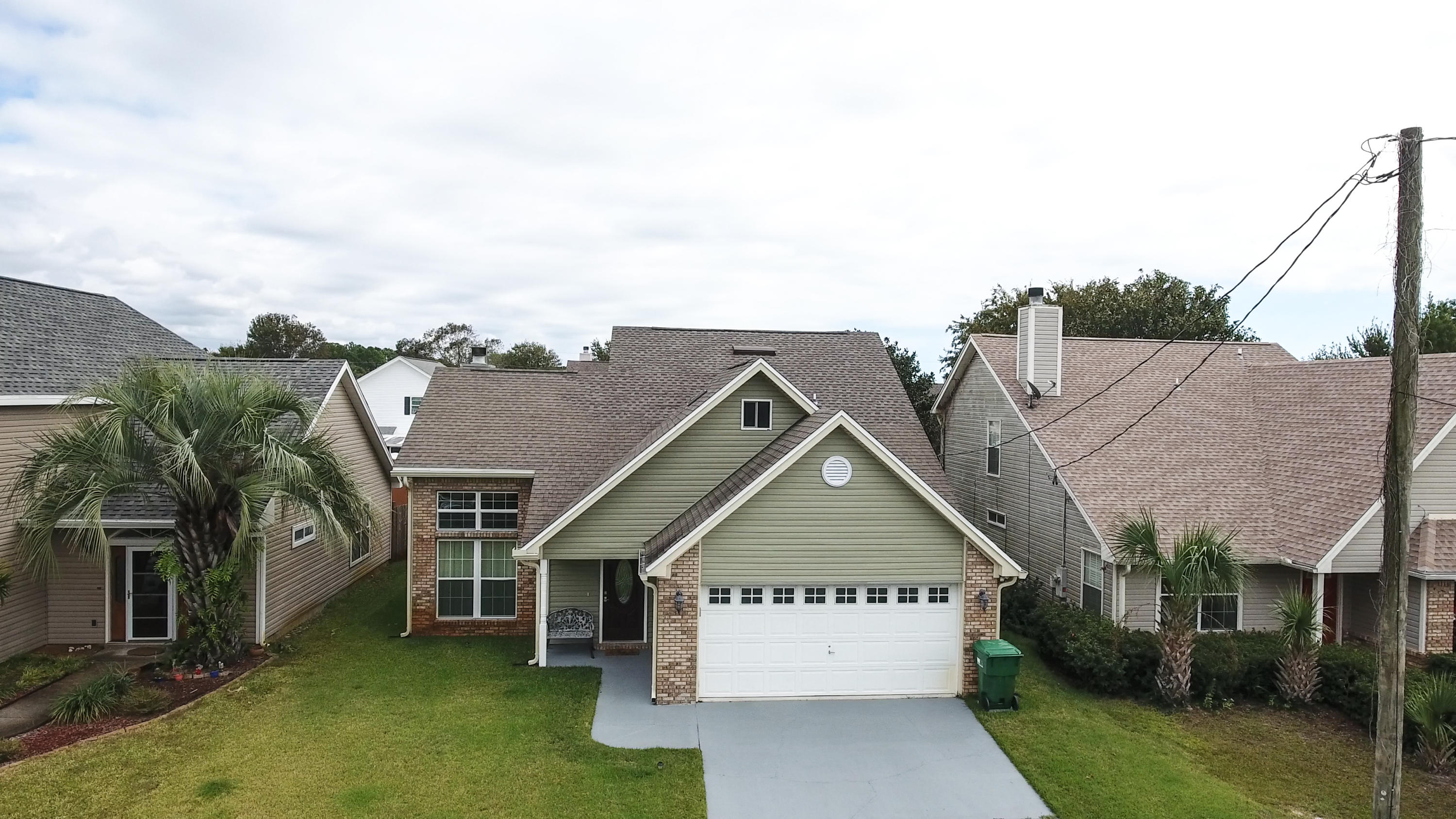 Photo of home for sale at 422 Sandy Ridge, Mary Esther FL