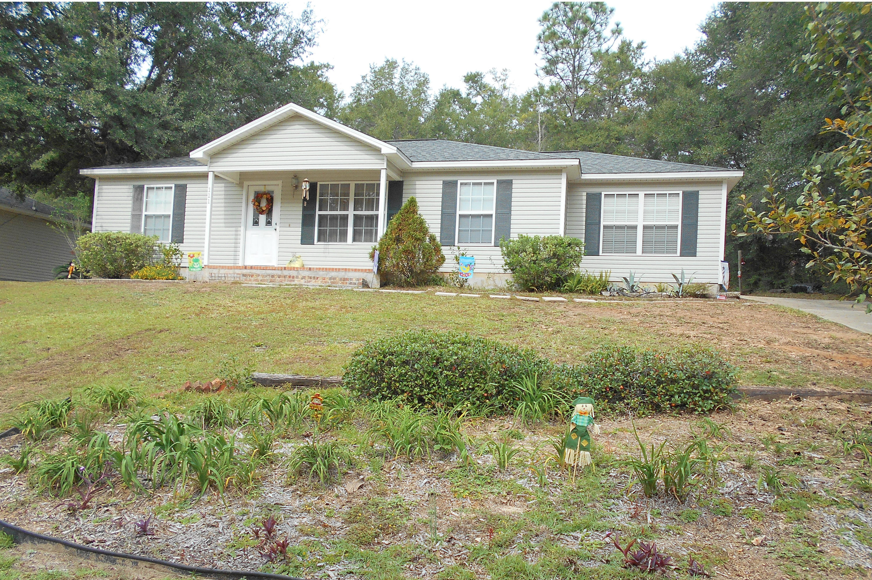 Photo of home for sale at 111 Lonnie Jack, Crestview FL