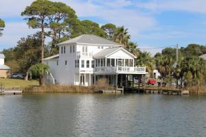 Property for sale at 202 SE Walkedge Drive, Fort Walton Beach,  FL 32548