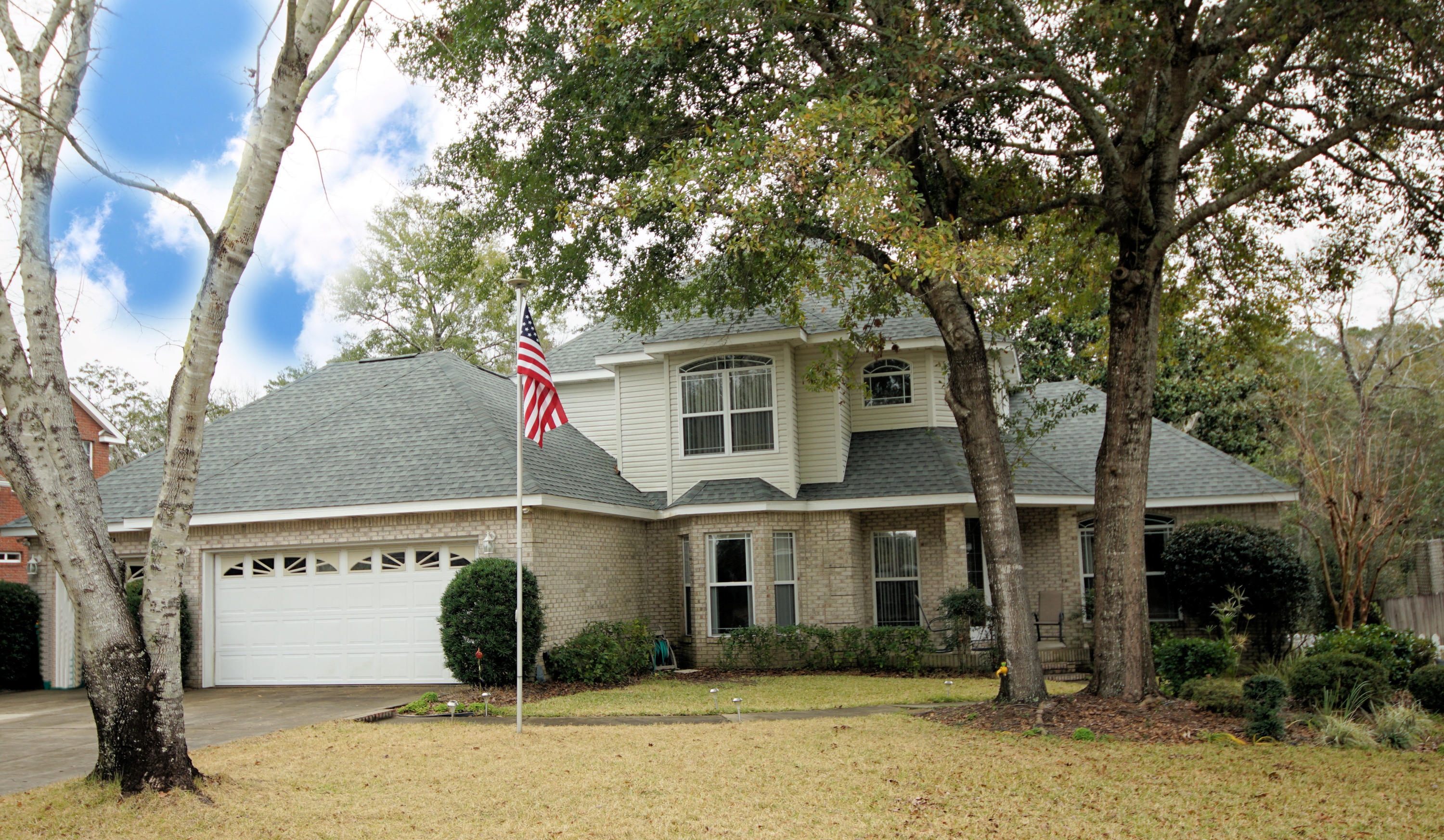 Photo of home for sale at 4475 Woodbridge, Niceville FL