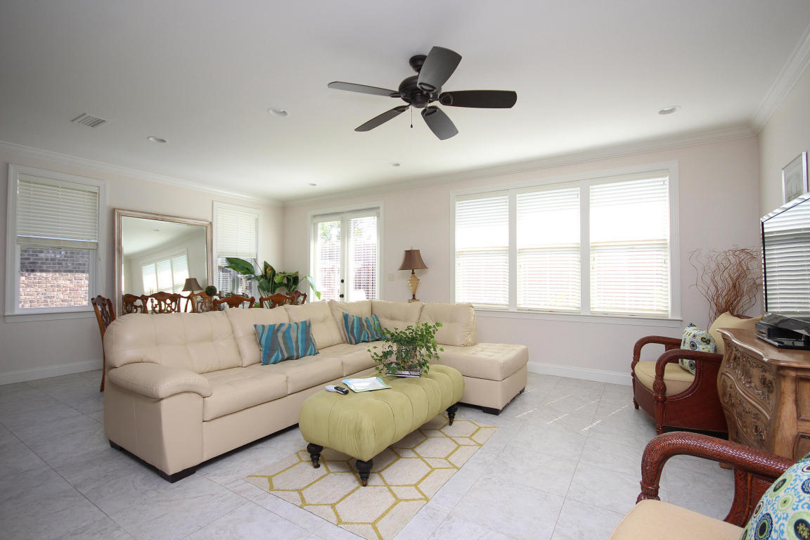 Photo of home for sale at 121 Arrowhead, Niceville FL