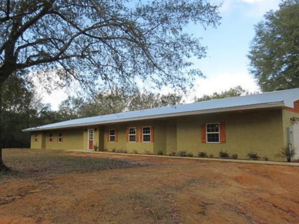 Photo of home for sale at 2791 Feral, Caryville FL