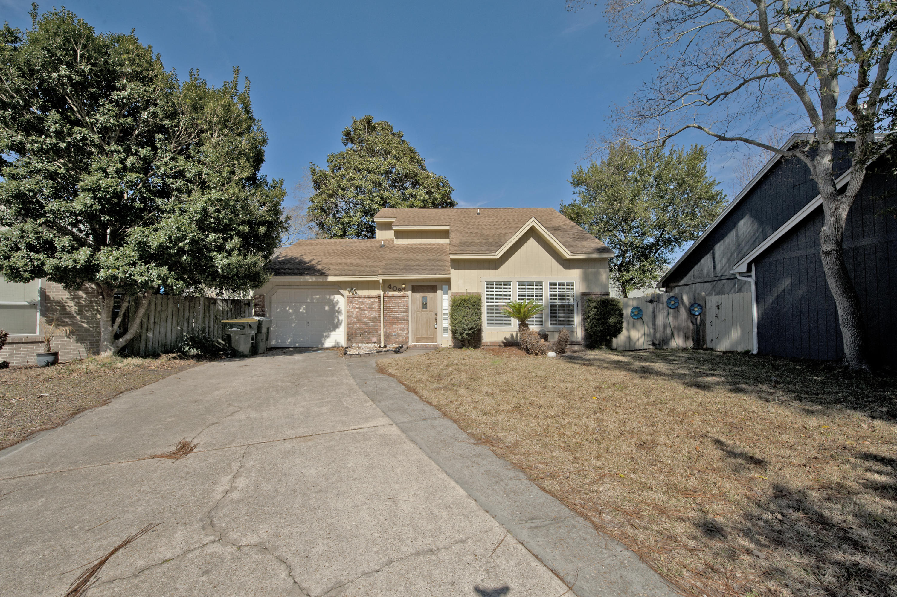Photo of home for sale at 409 Adam, Fort Walton Beach FL