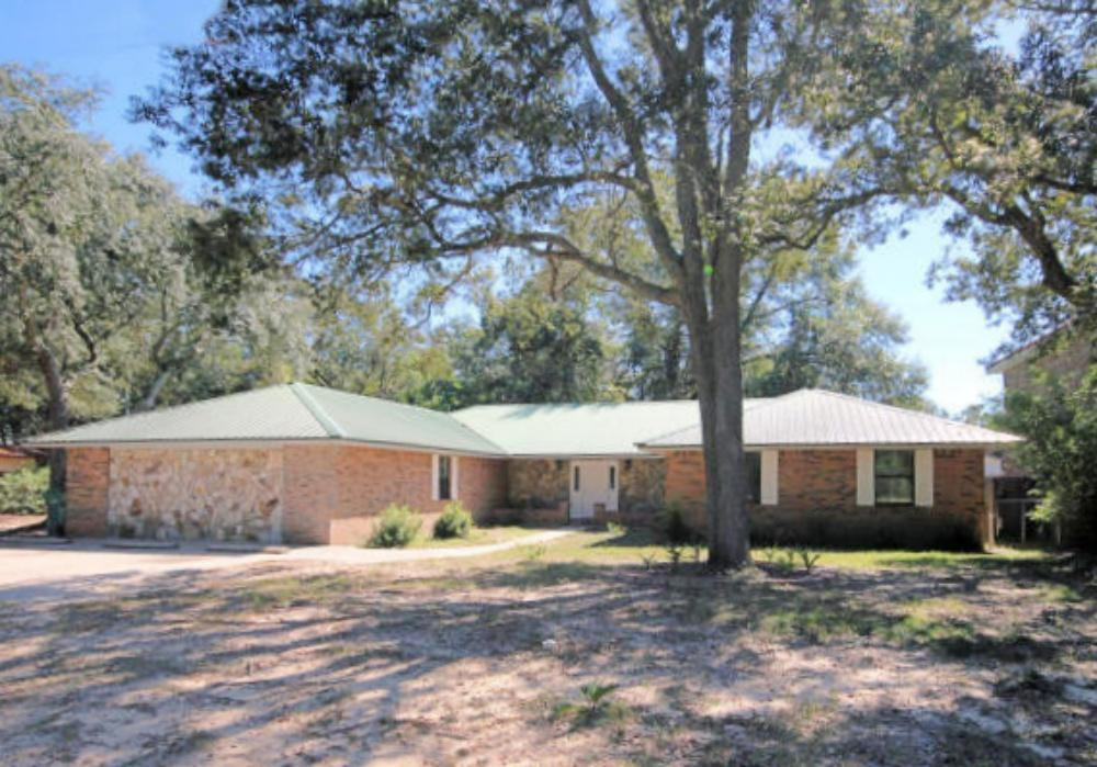 Photo of home for sale at 104 Buddy Phelps, Niceville FL