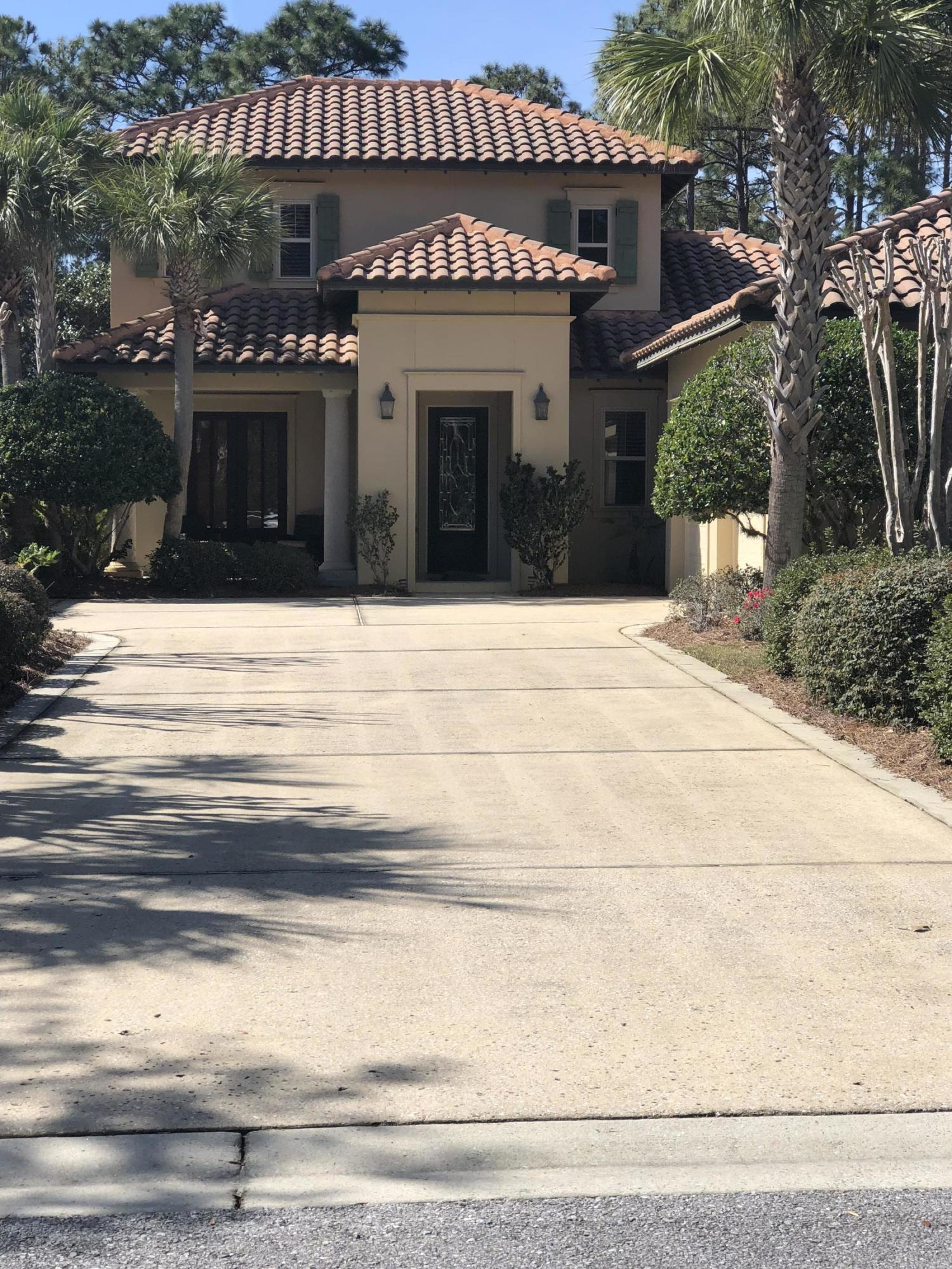 Photo of home for sale at 2526 Vineyard, Destin FL