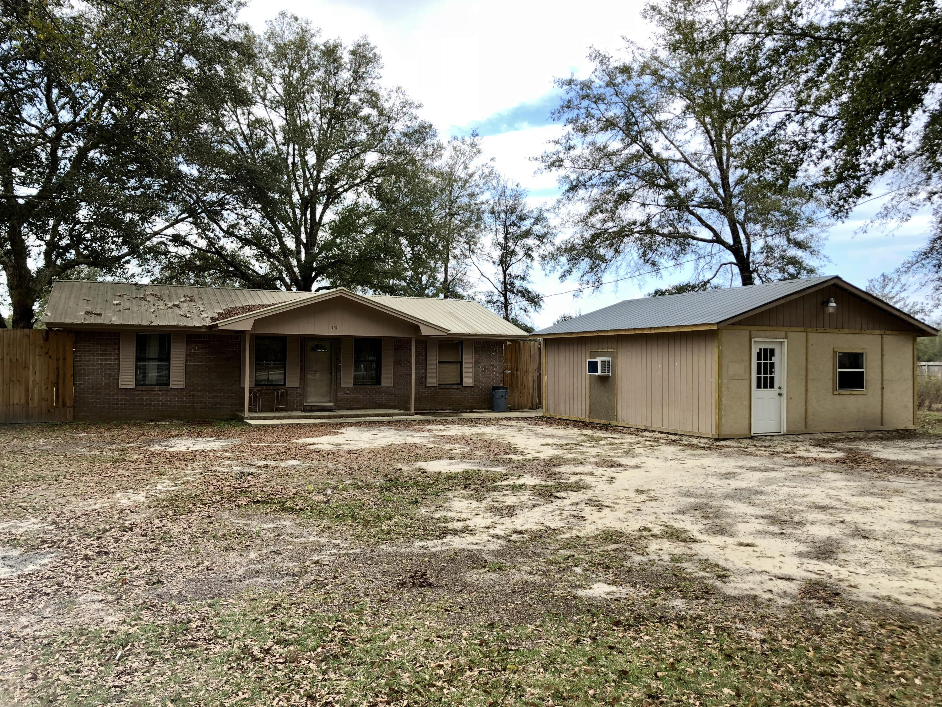 Photo of home for sale at 451 Woodlawn, Freeport FL