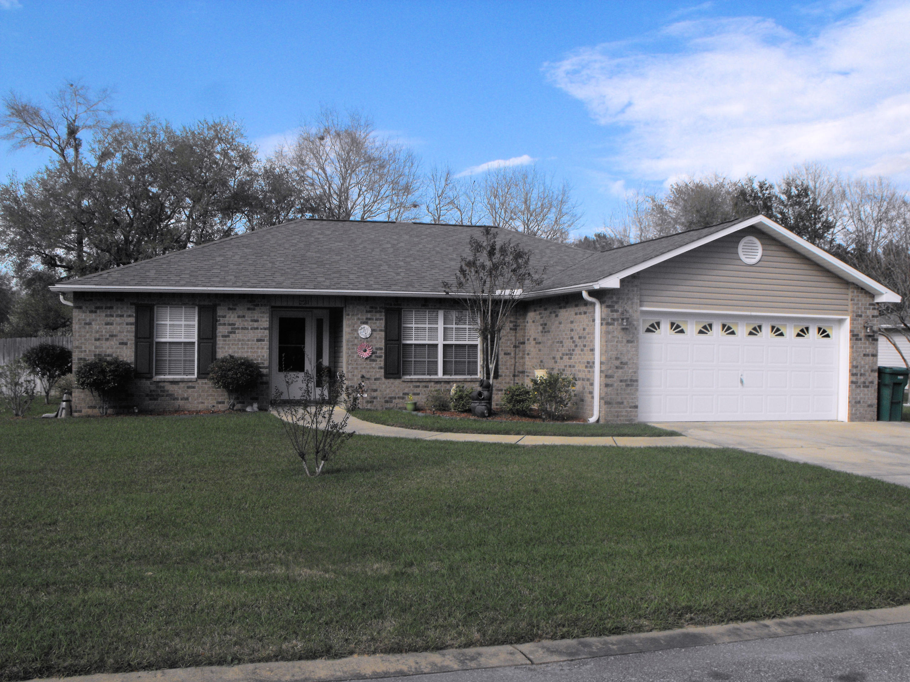 Photo of home for sale at 2811 Meyer, Crestview FL
