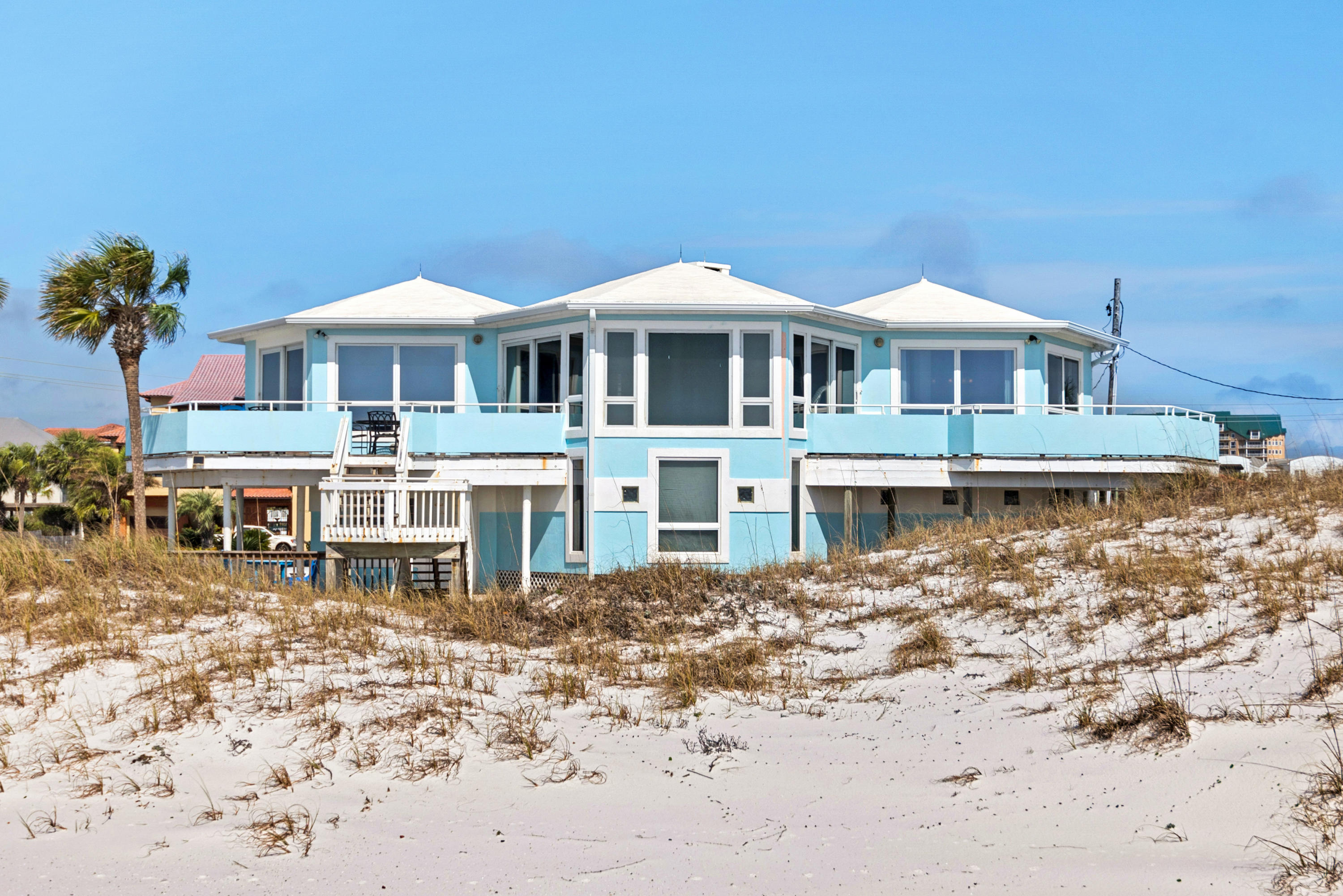 Photo of home for sale at 606 Gulf Shore, Destin FL