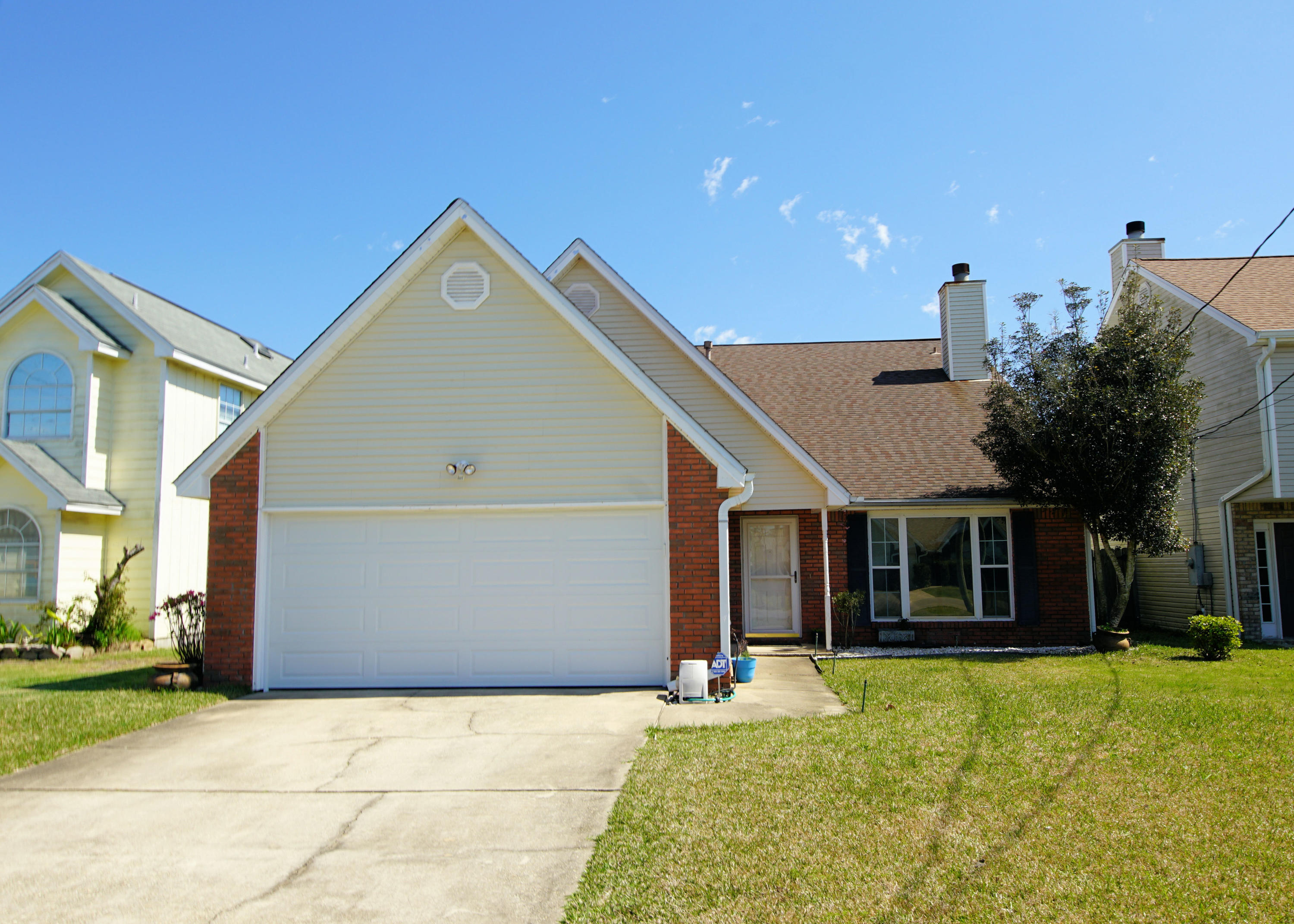 Photo of home for sale at 467 Sandy Ridge, Mary Esther FL