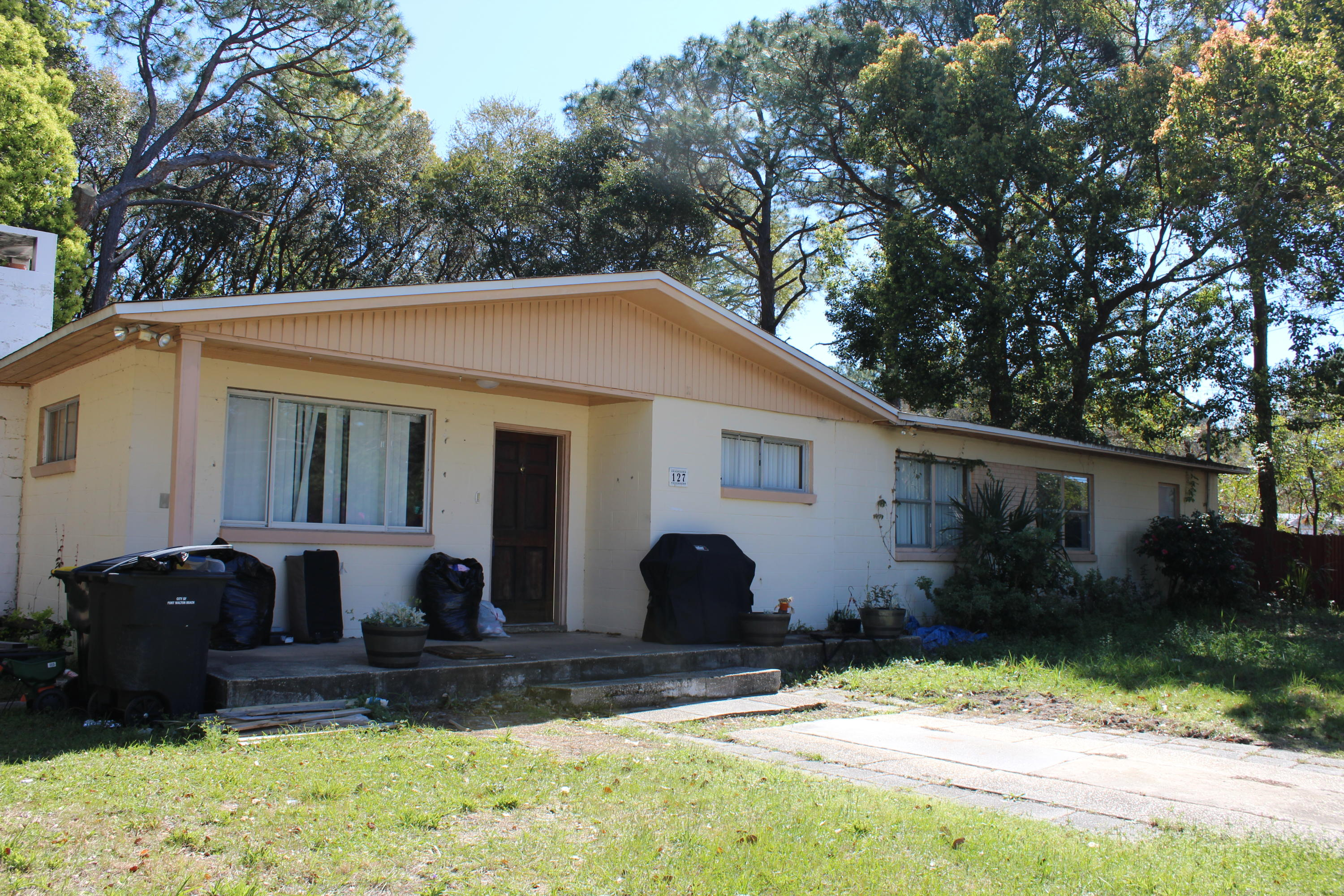 Photo of home for sale at 127 3rd, Fort Walton Beach FL