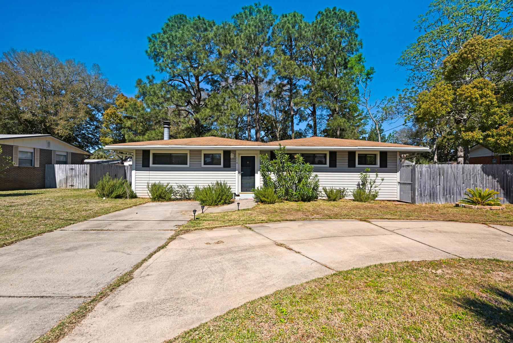 Photo of home for sale at 118 Ferry, Fort Walton Beach FL