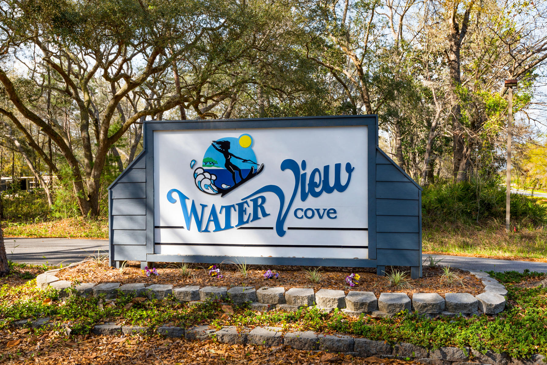 Photo of home for sale at 845 Waterview Cove, Freeport FL
