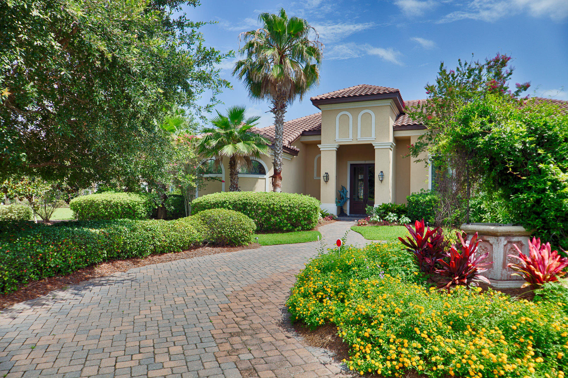 Photo of home for sale at 343 Kelly Plantation, Destin FL