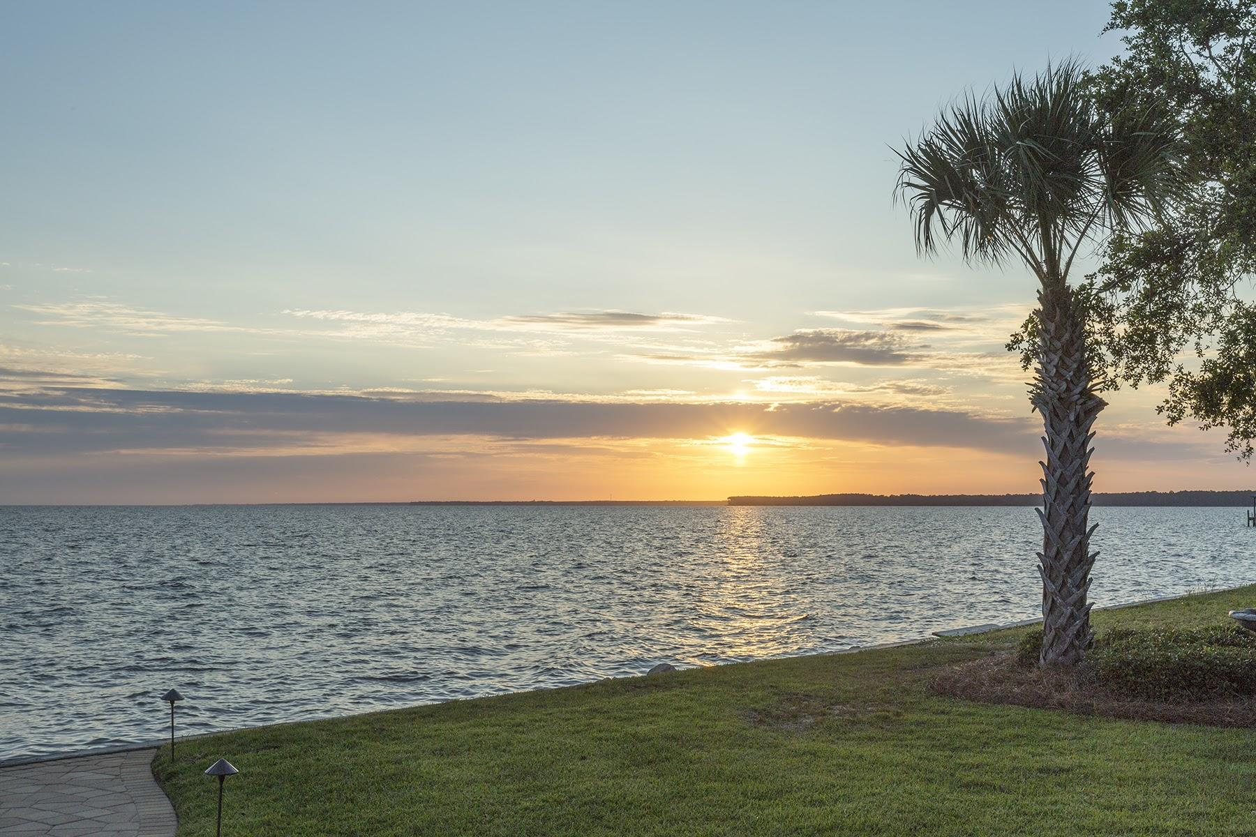 Photo of home for sale at 31 Sunset Harbour, Freeport FL