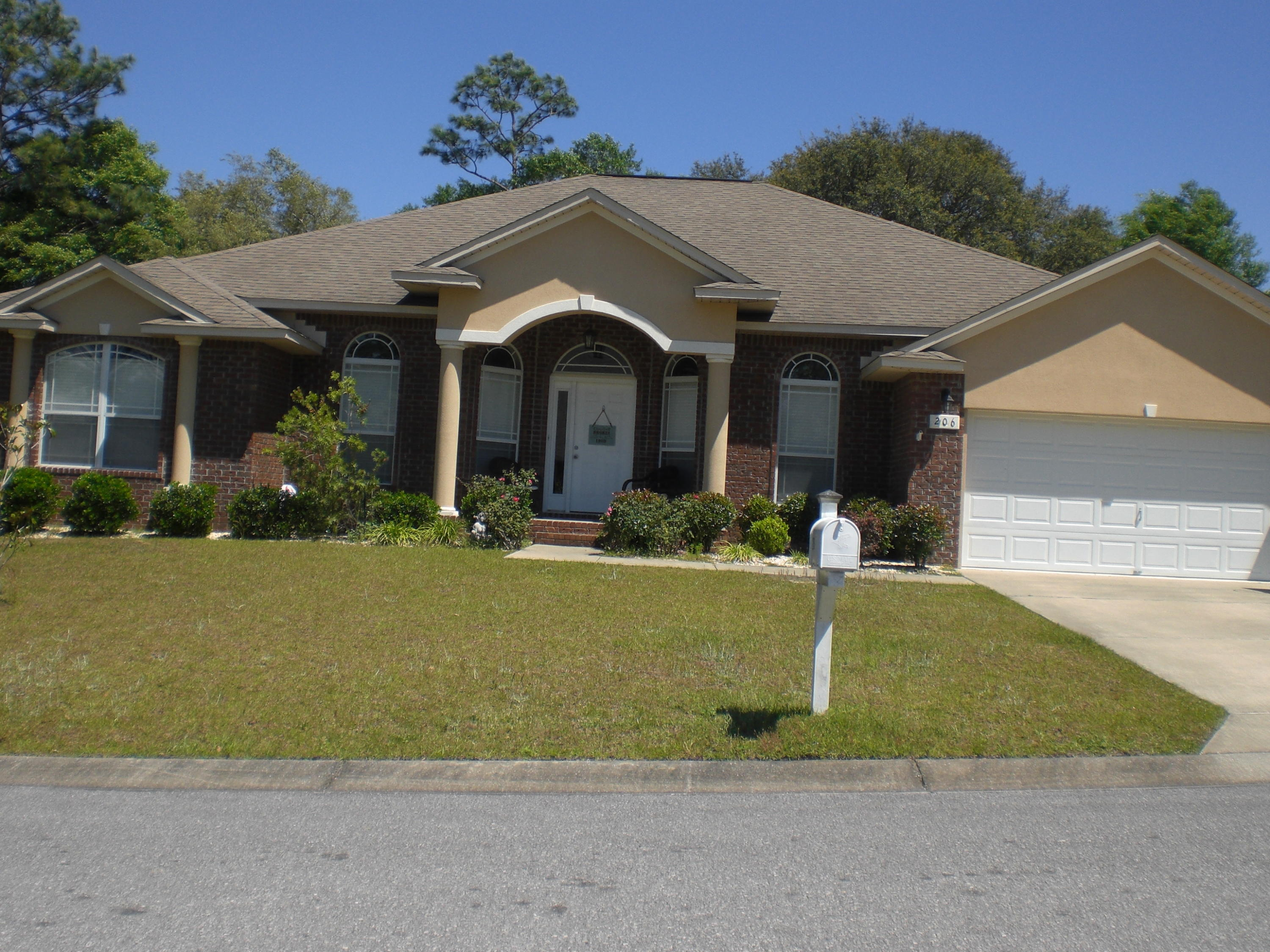 Photo of home for sale at 206 Pinque Coat, Crestview FL