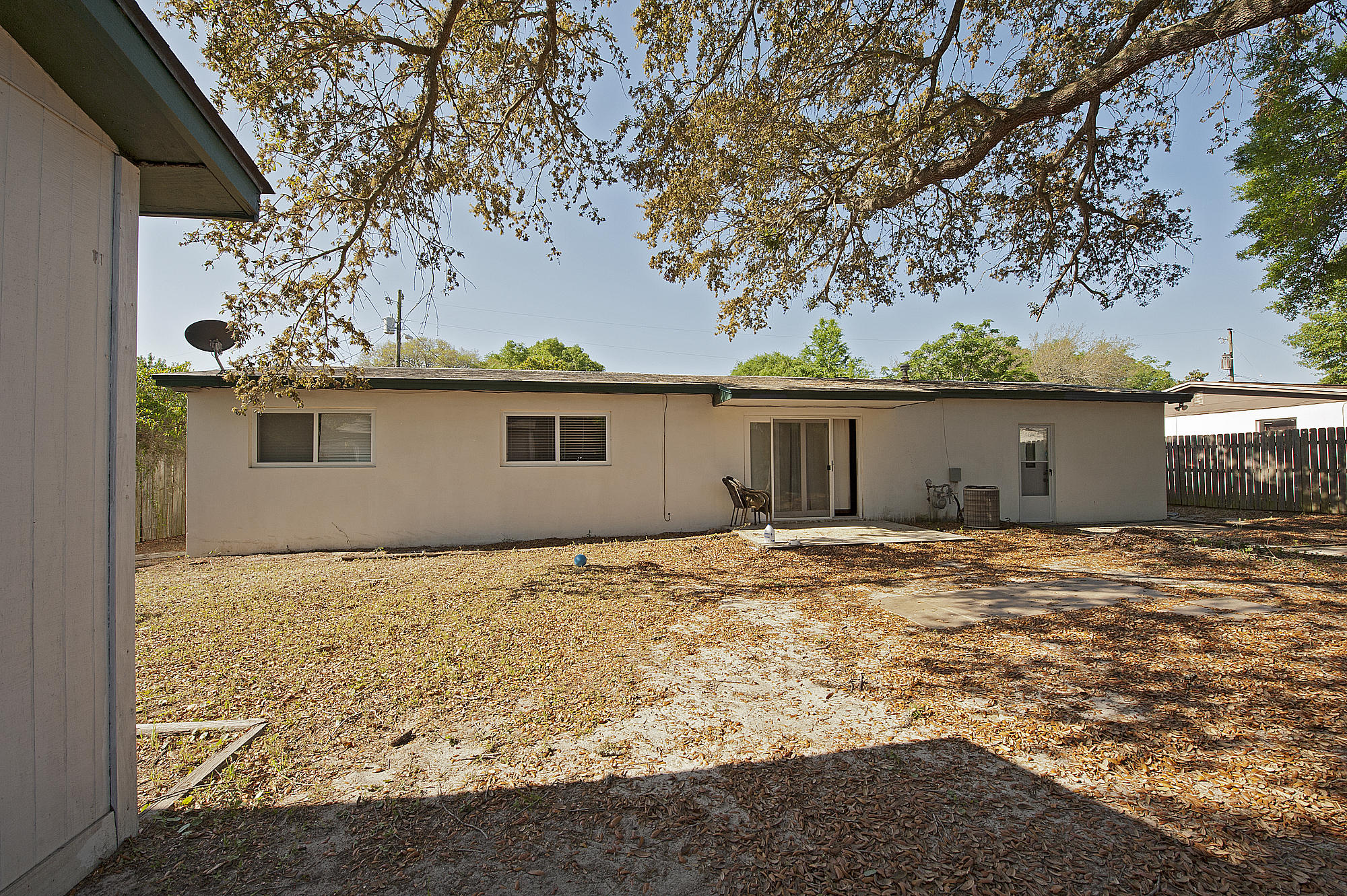 Photo of home for sale at 220 Argyle, Mary Esther FL