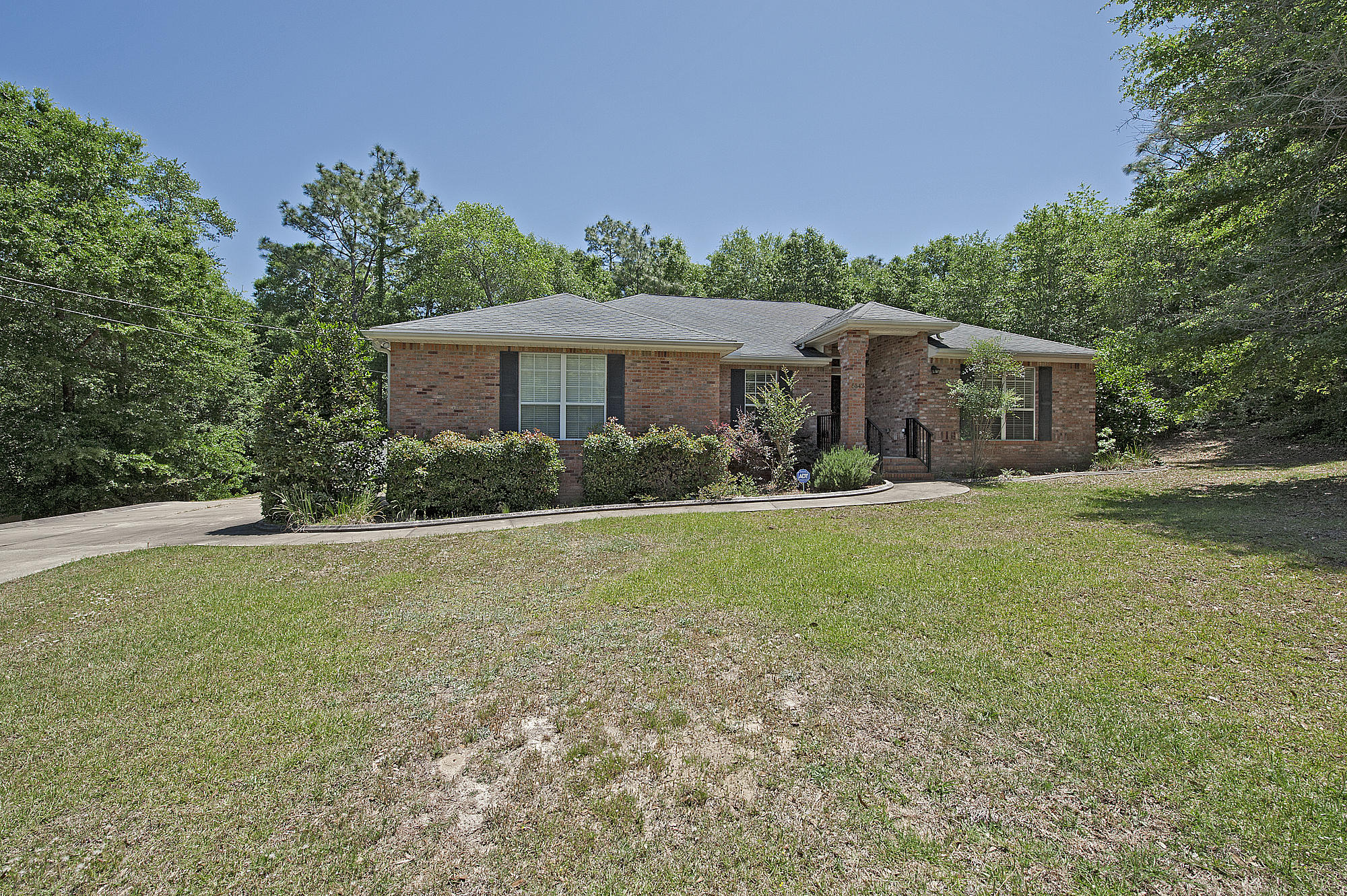 Photo of home for sale at 5543 Algonquin, Crestview FL
