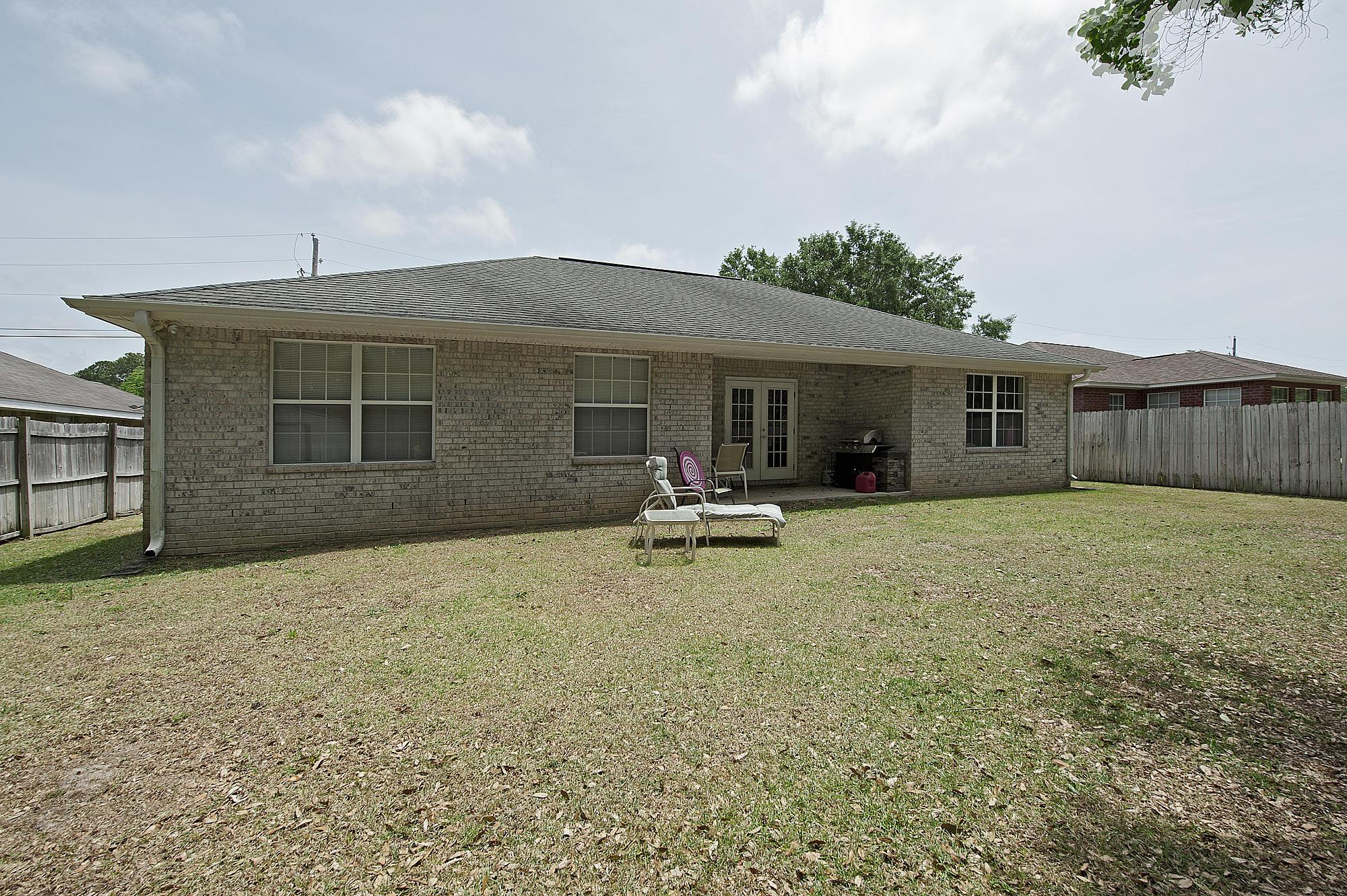Photo of home for sale at 2558 Hidden Estates, Navarre FL