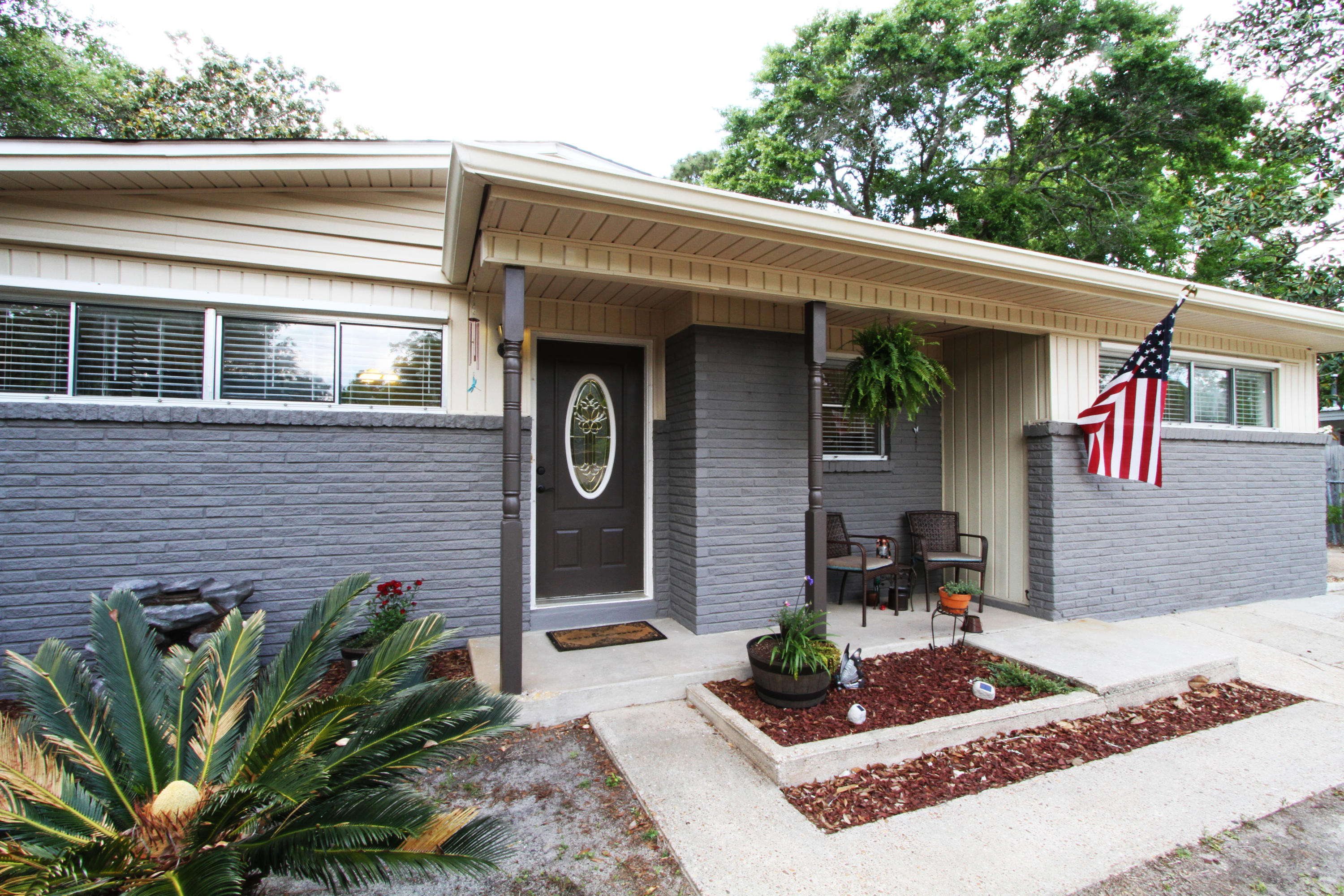 Photo of home for sale at 106 Thornhill, Fort Walton Beach FL
