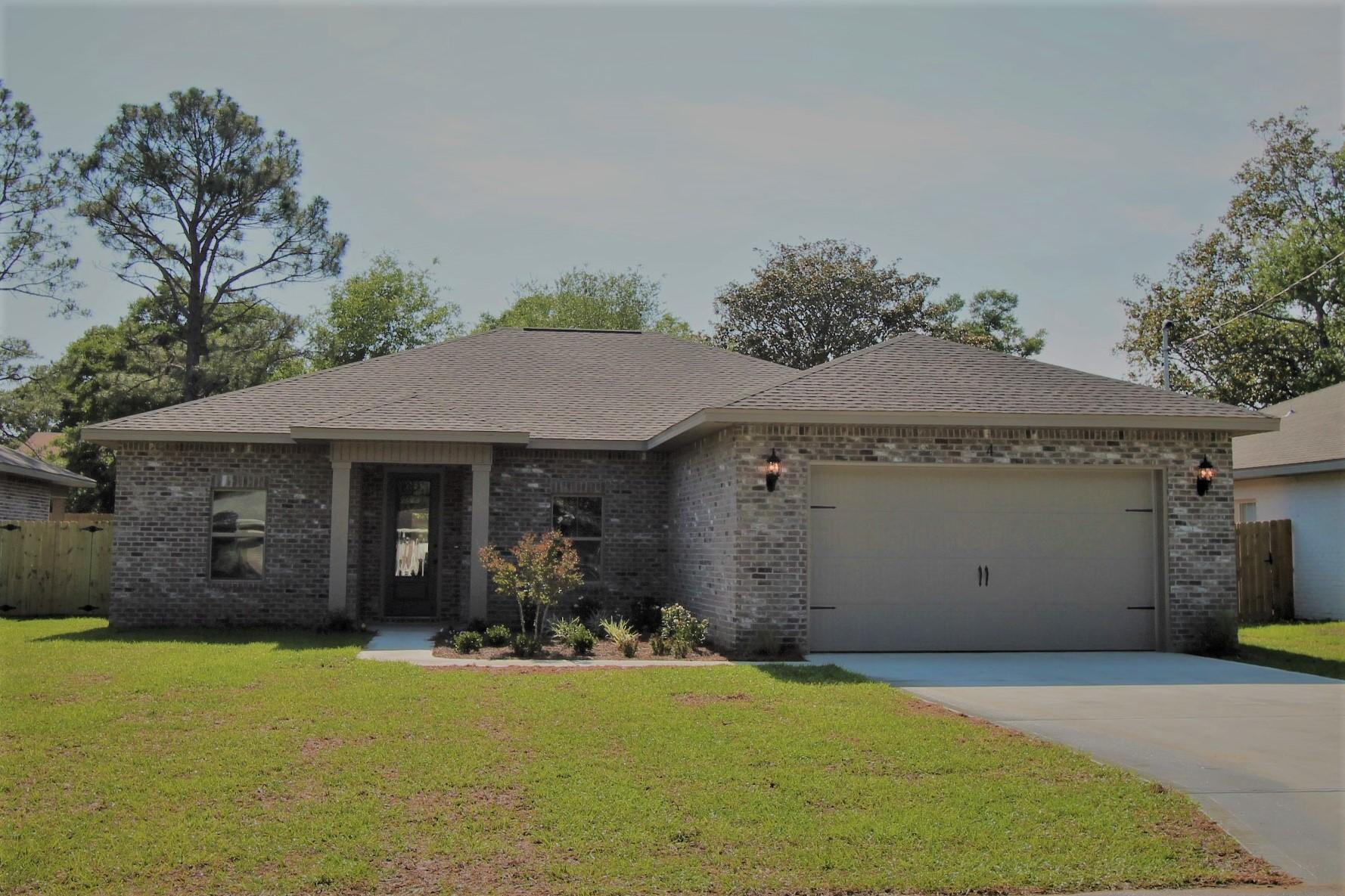 Photo of home for sale at 4 Tooke, Fort Walton Beach FL