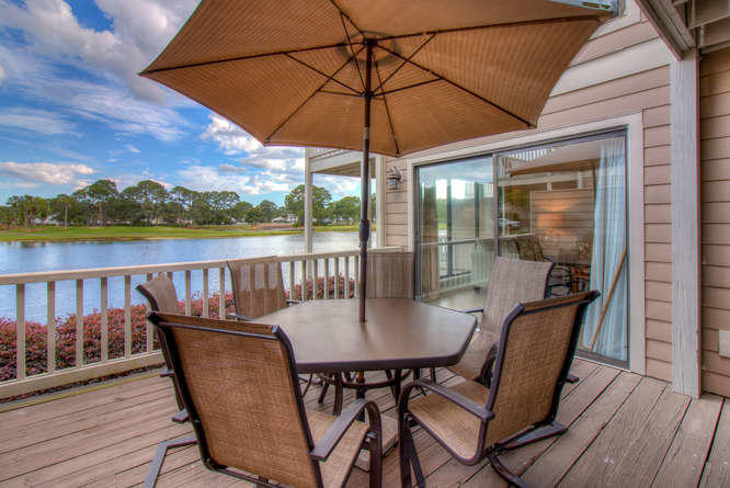 Photo of home for sale at 907 Harbour Pointe, Miramar Beach FL