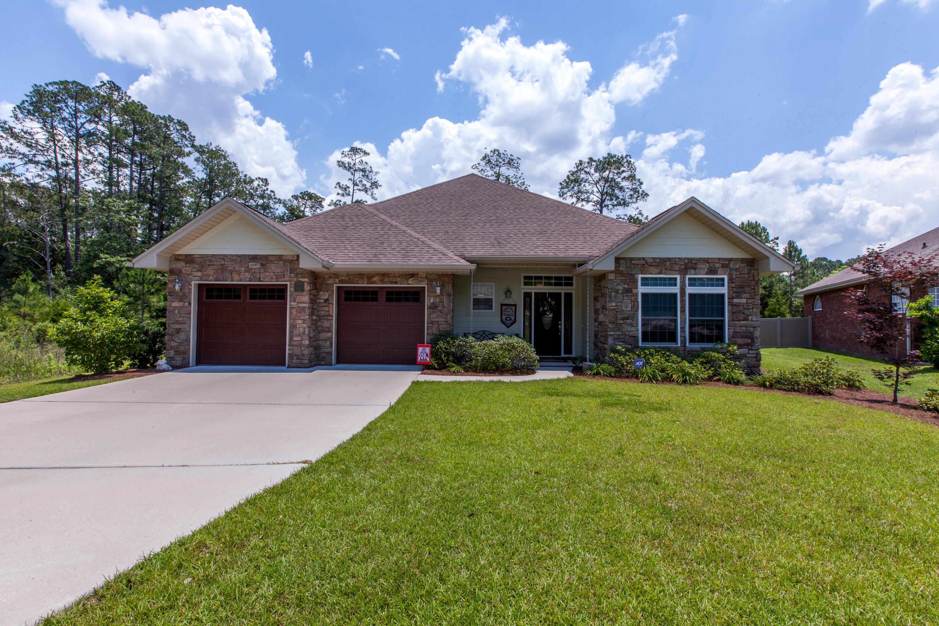Photo of home for sale at 4559 Pfitzer, Crestview FL