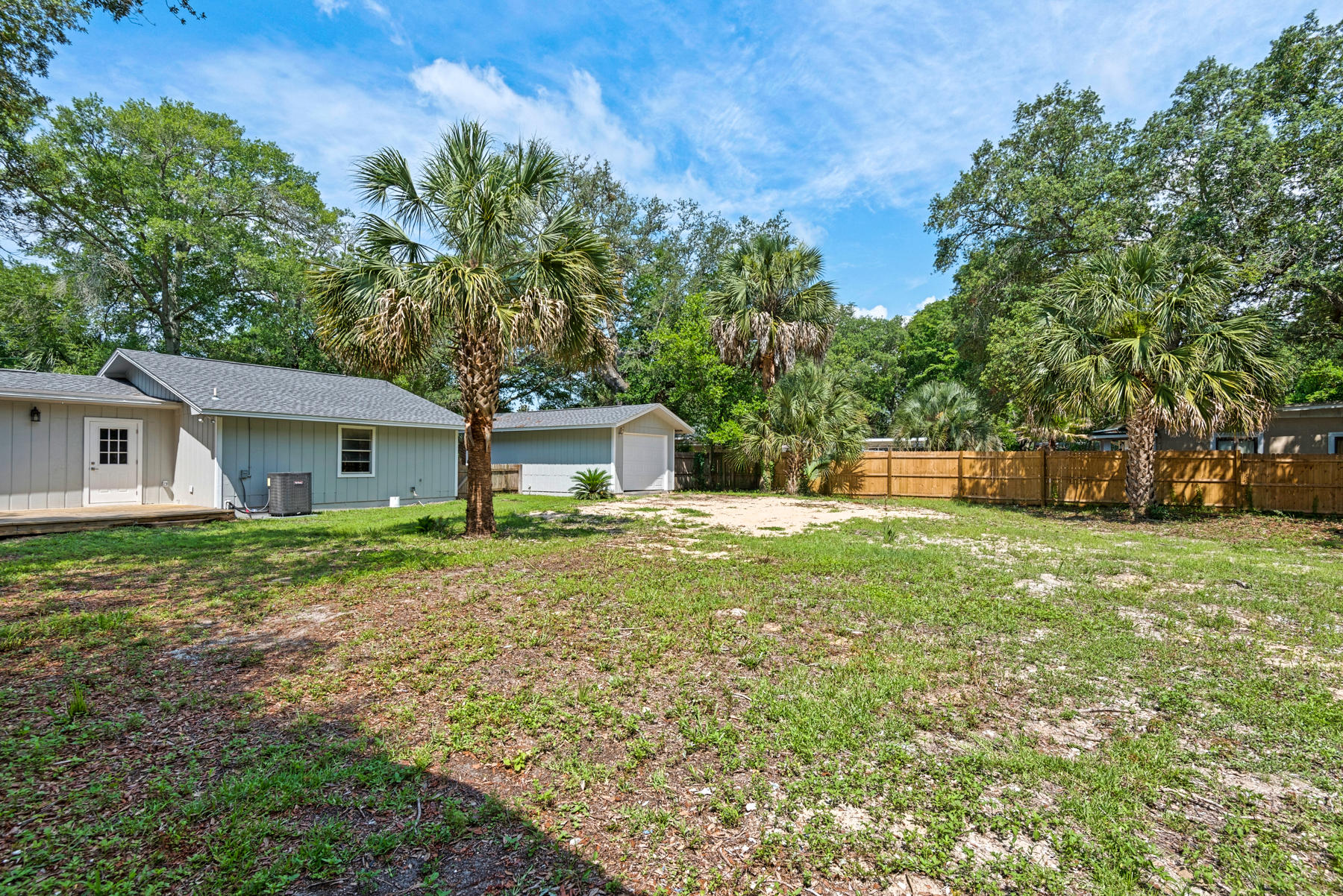 Photo of home for sale at 106 Monahan, Fort Walton Beach FL
