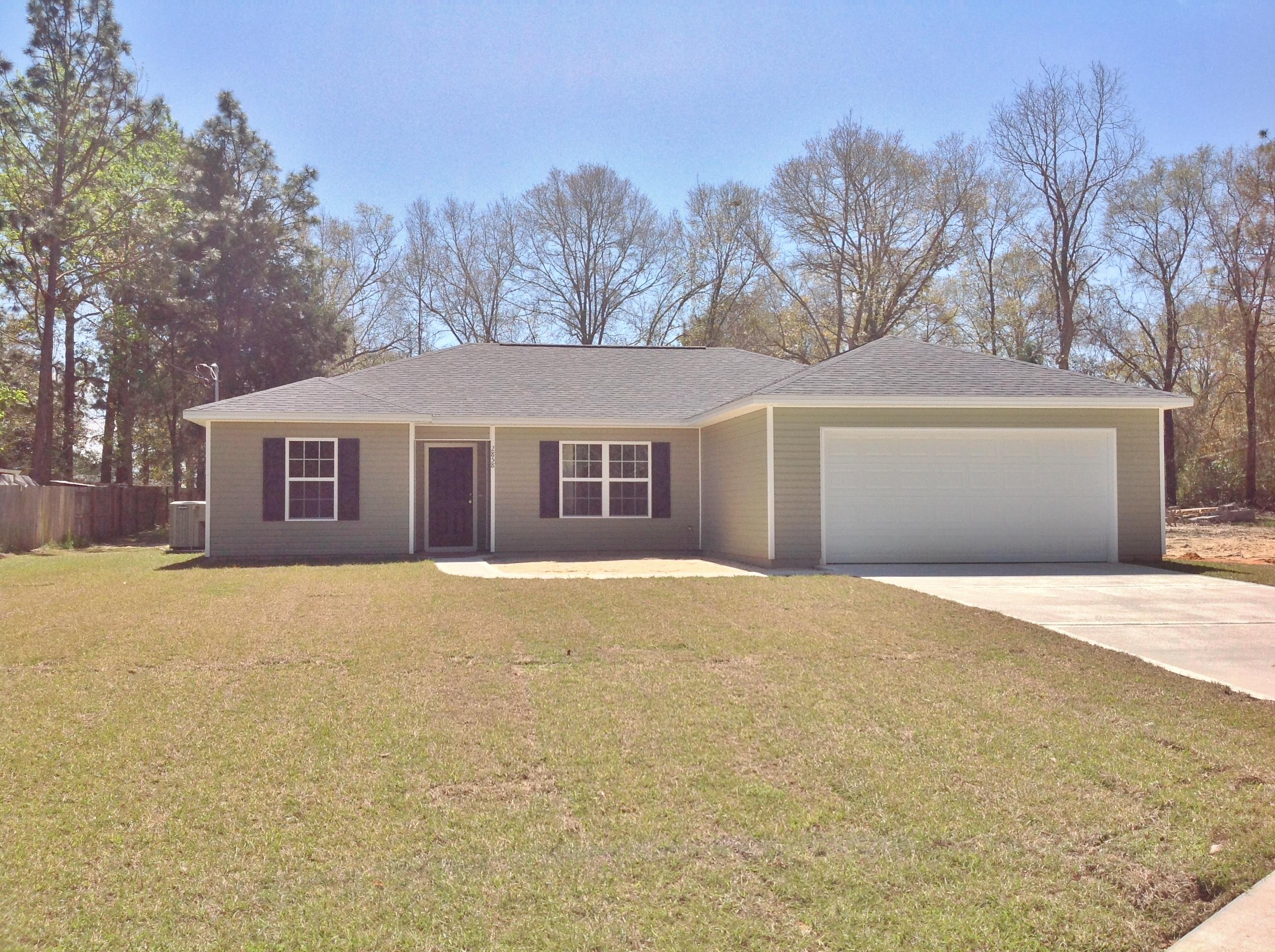 Photo of home for sale at 2856 Shoffner, Crestview FL