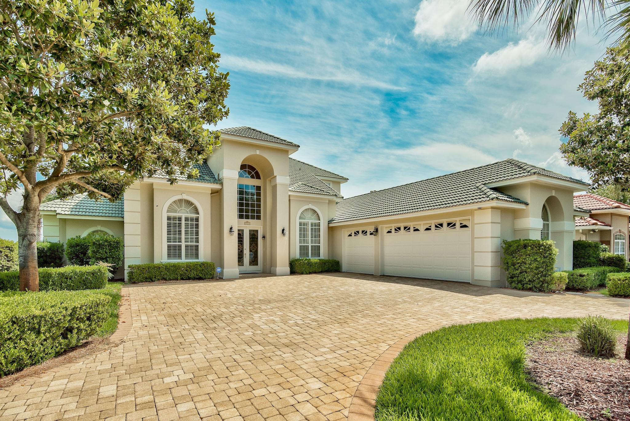 Photo of home for sale at 1024 Emerald Bay, Destin FL