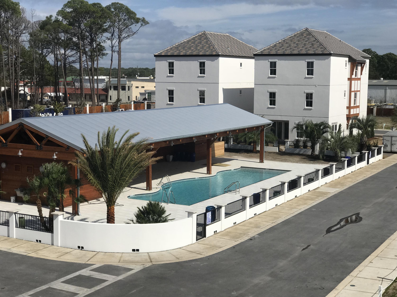 Photo of home for sale at 113 Wadleigh, Miramar Beach FL