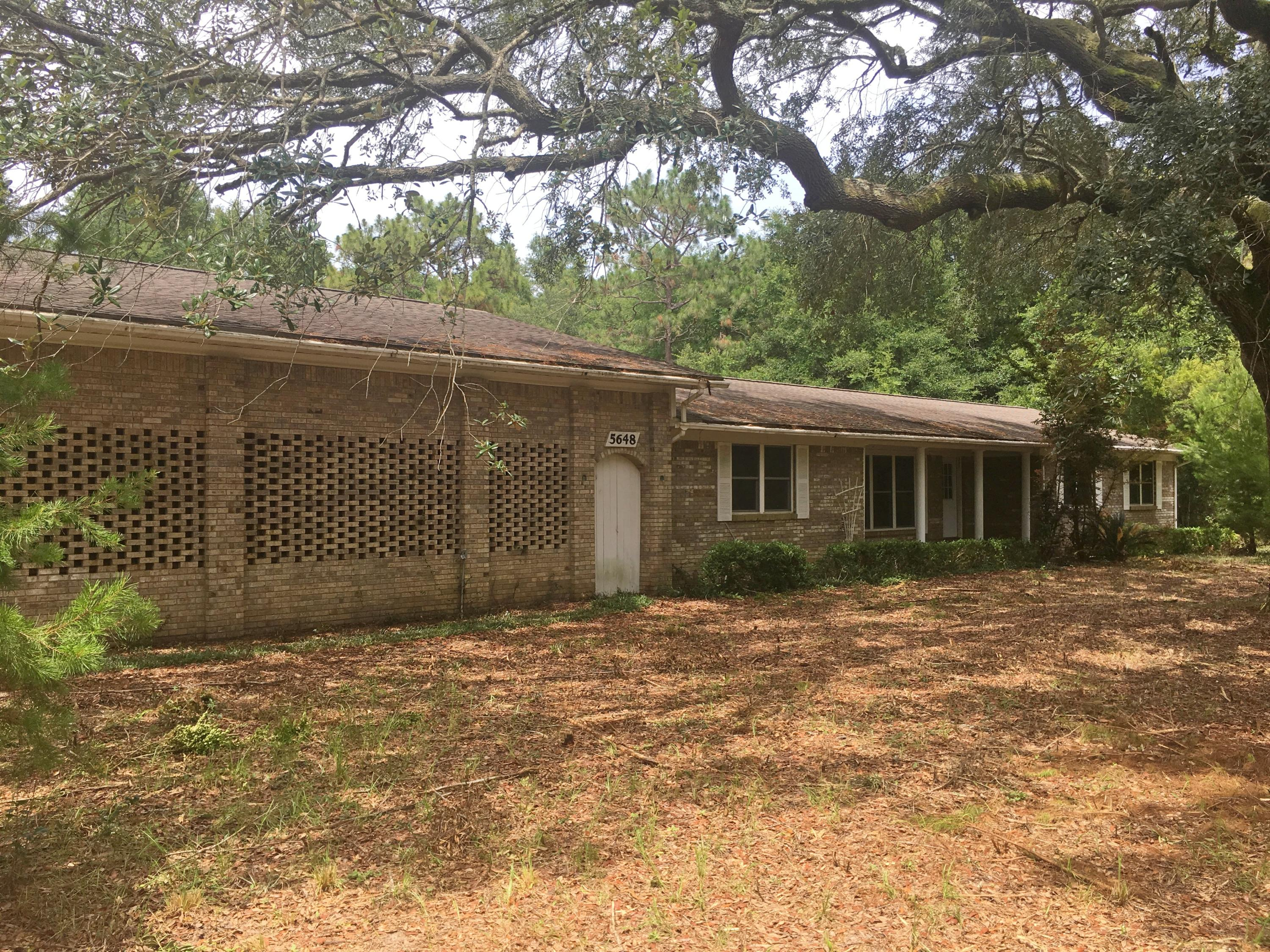 Photo of home for sale at 5648 Camellia, Milton FL