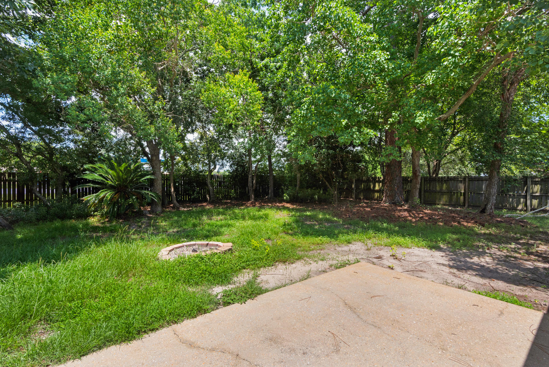 Photo of home for sale at 9328 Vandivere, Navarre FL