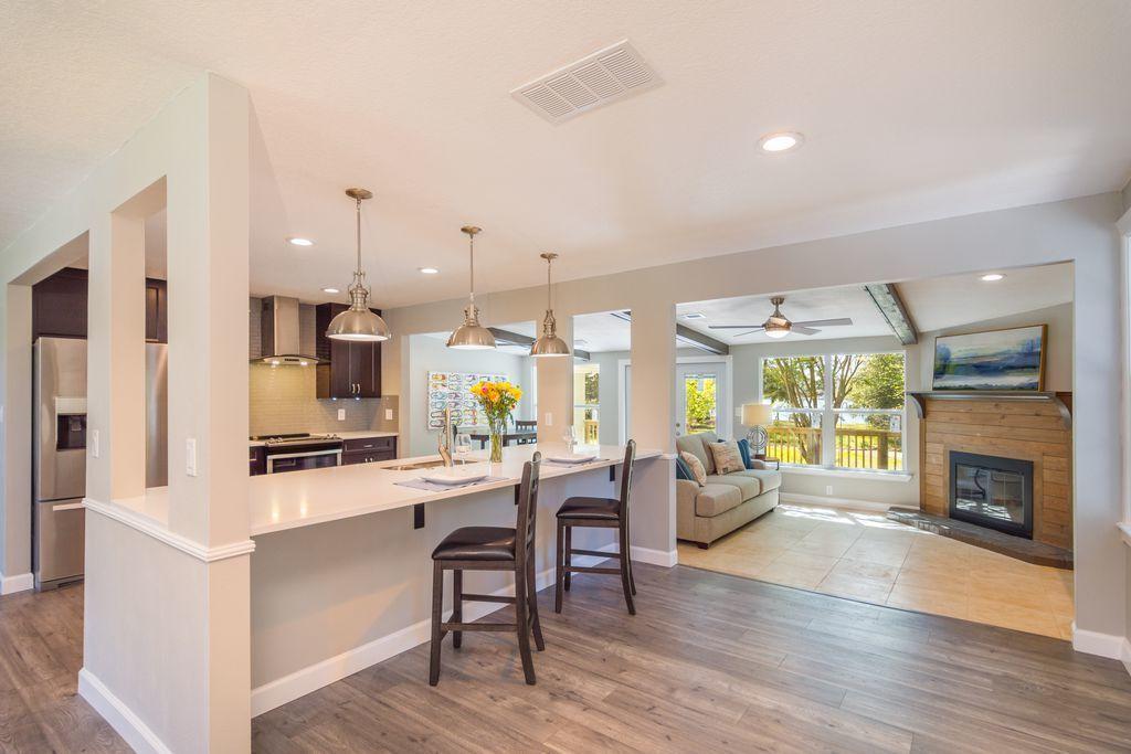 Photo of home for sale at 209 Beachview, Fort Walton Beach FL