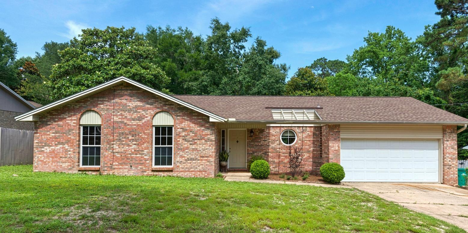 Photo of home for sale at 515 Linden, Niceville FL