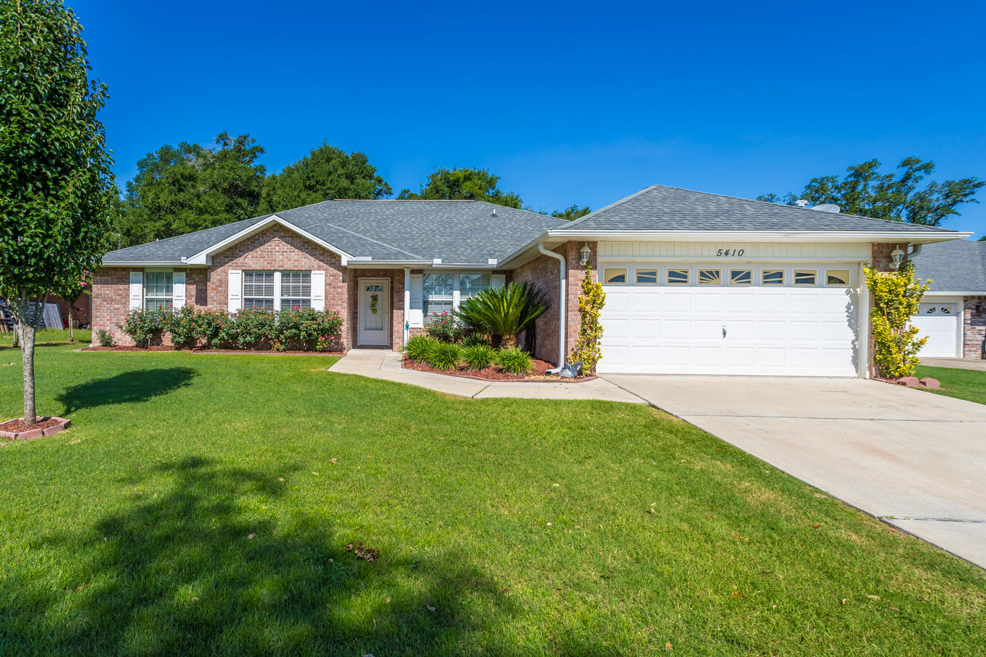 Photo of home for sale at 5410 Lee Farm, Crestview FL