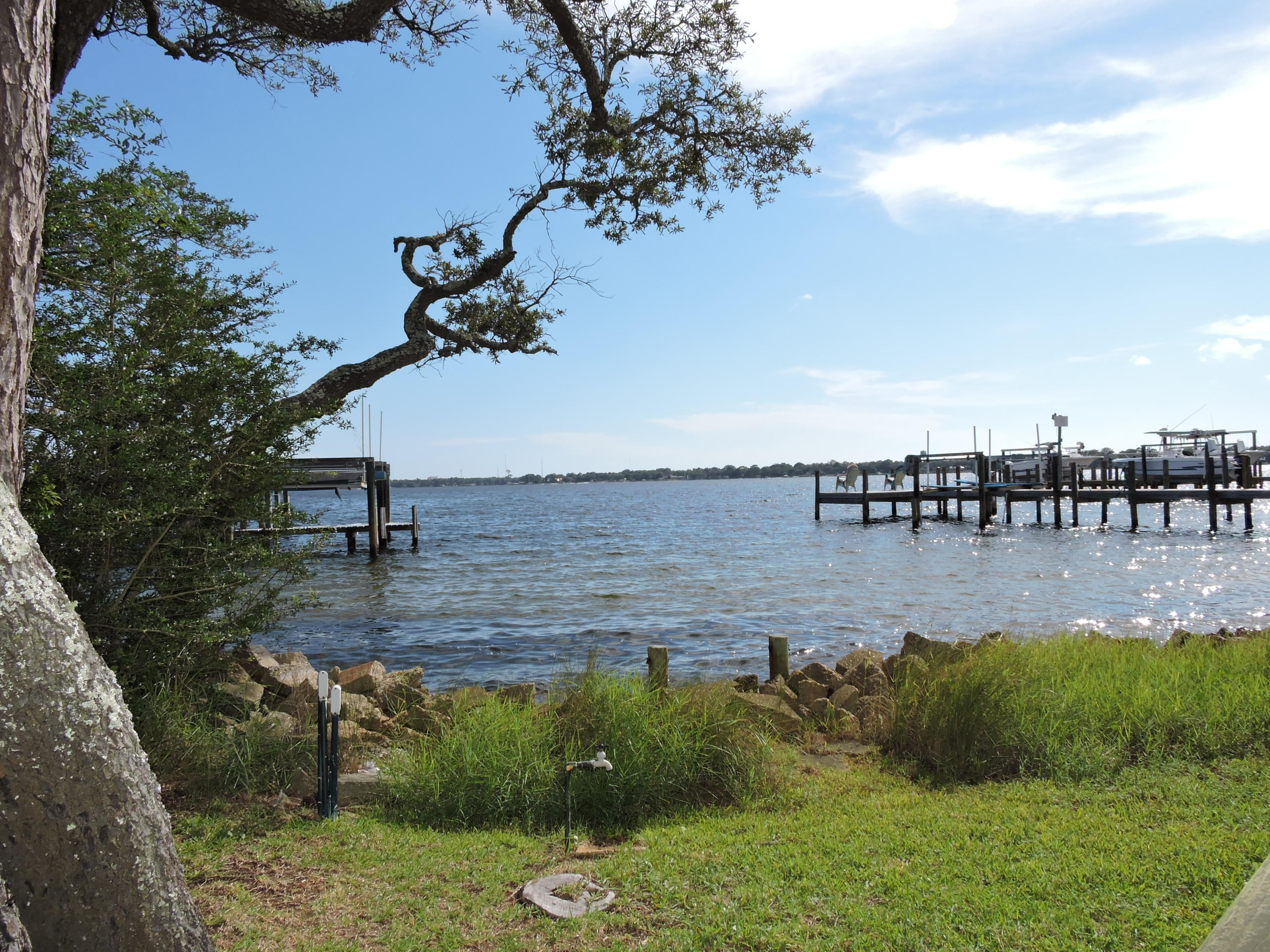 Photo of home for sale at 117 Clifford, Shalimar FL
