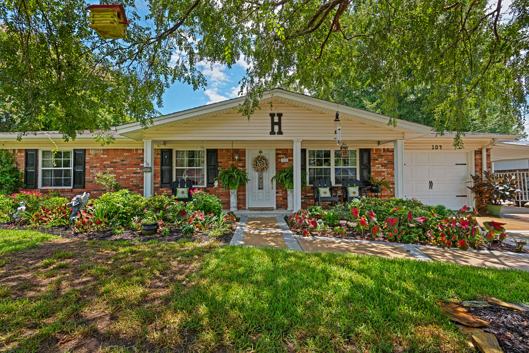 Photo of home for sale at 104 Friar Tuck, Niceville FL