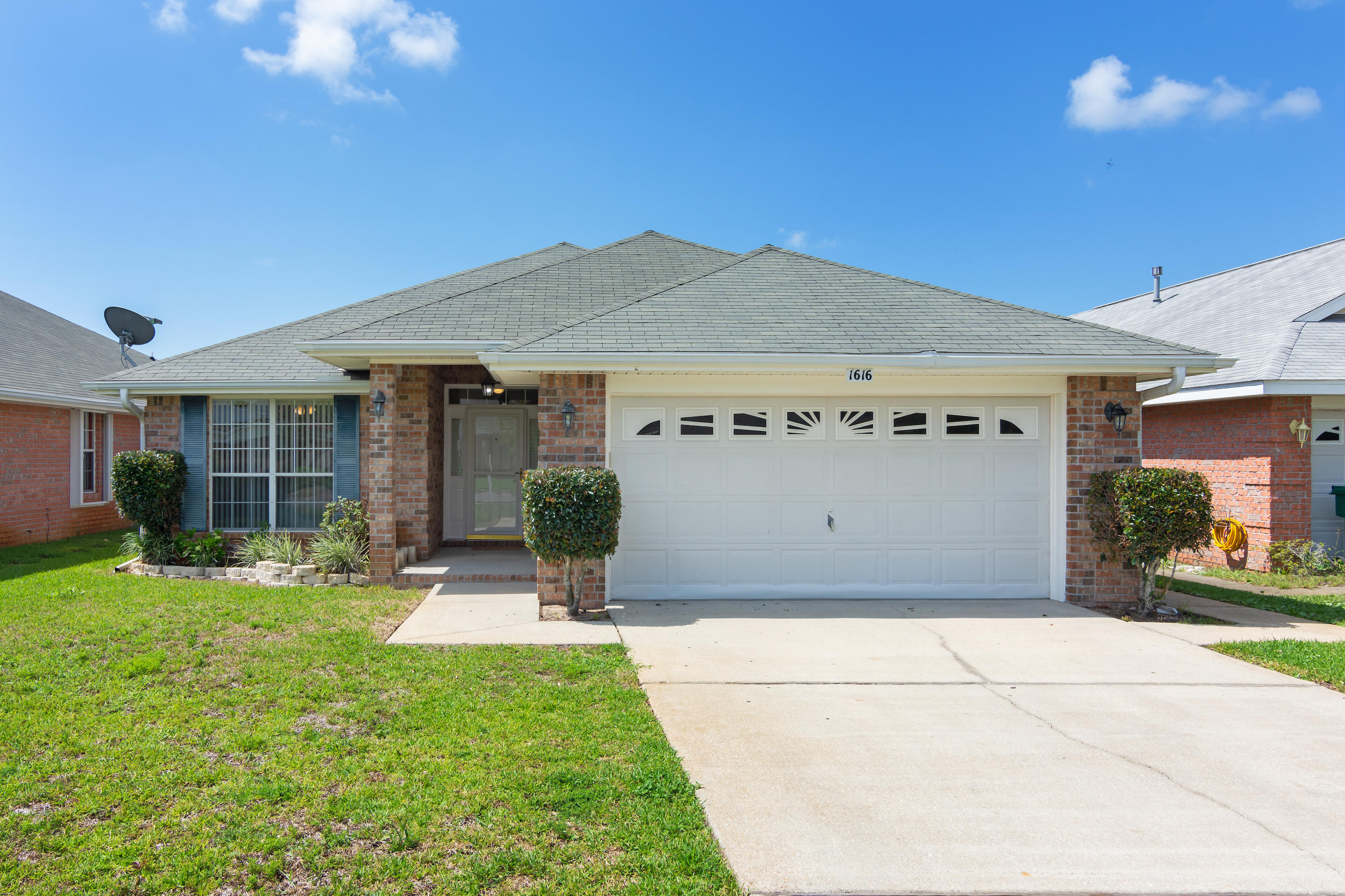 Photo of home for sale at 1616 Sutton, Fort Walton Beach FL