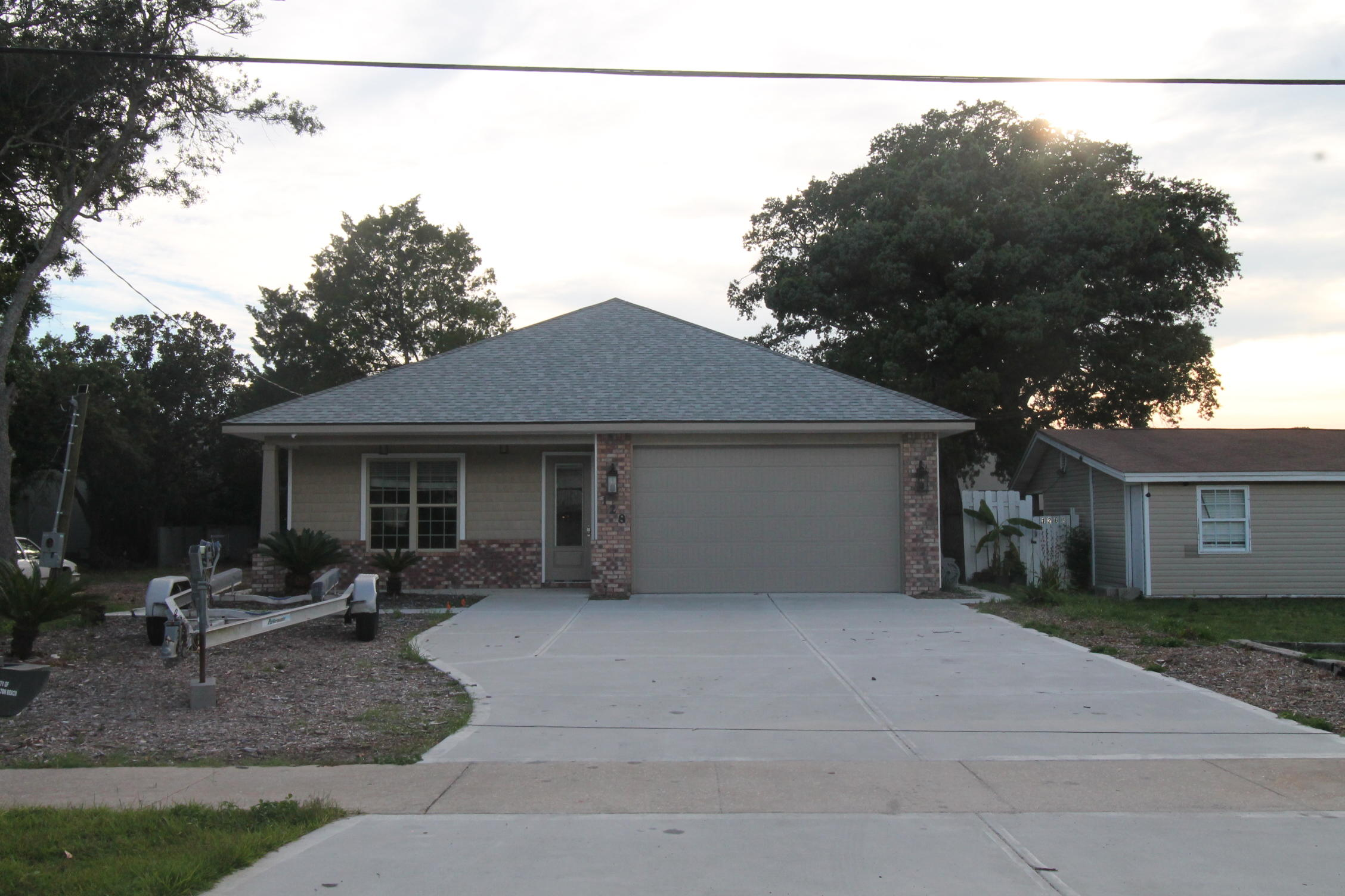 Photo of home for sale at 128 A - B Chicago, Fort Walton Beach FL