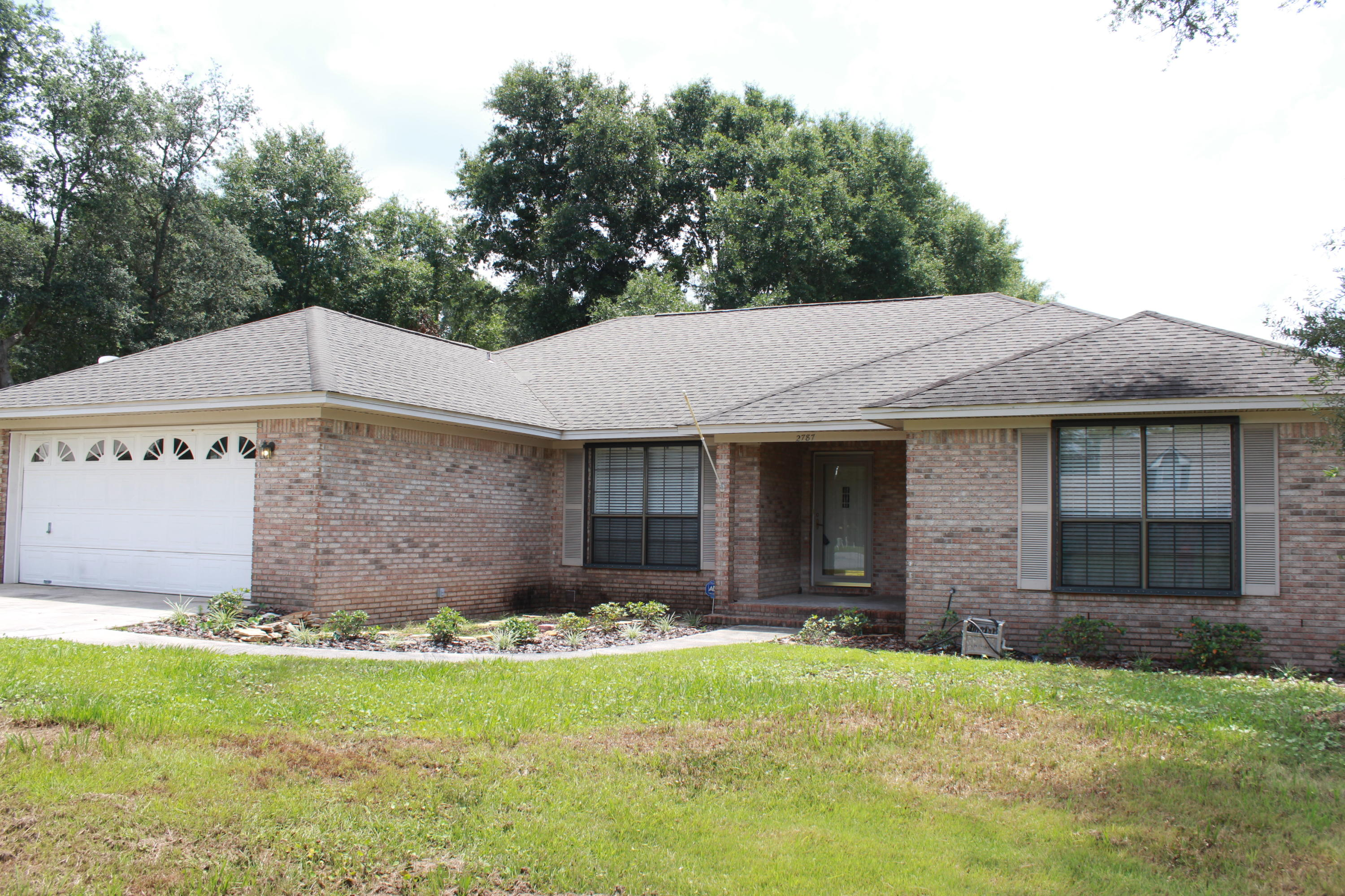 Photo of home for sale at 2787 Willow Bend, Crestview FL