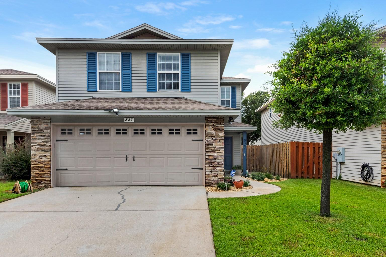 Photo of home for sale at 827 Sugar Plum, Shalimar FL