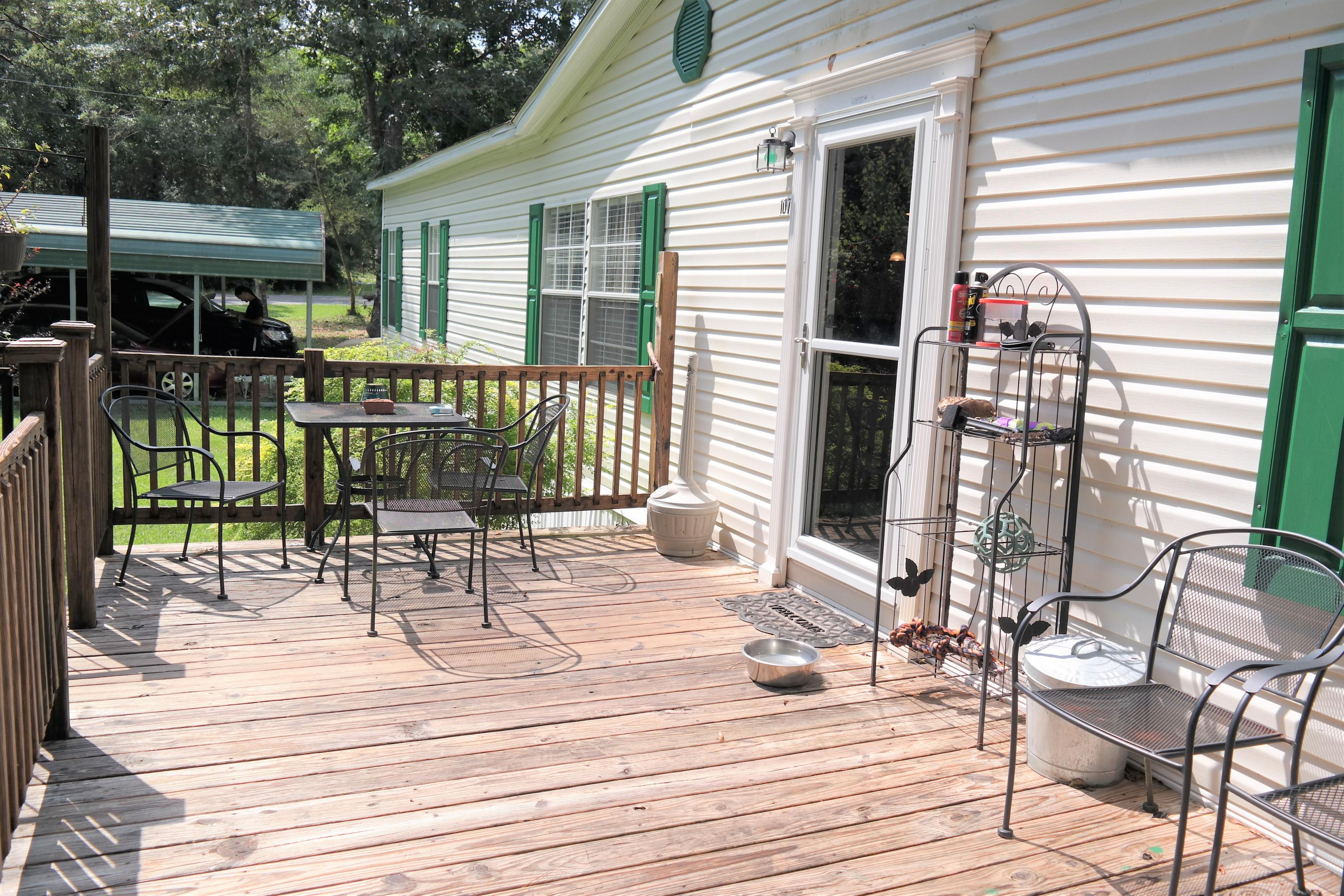 Photo of home for sale at 1073 Kings Lake, Defuniak Springs FL