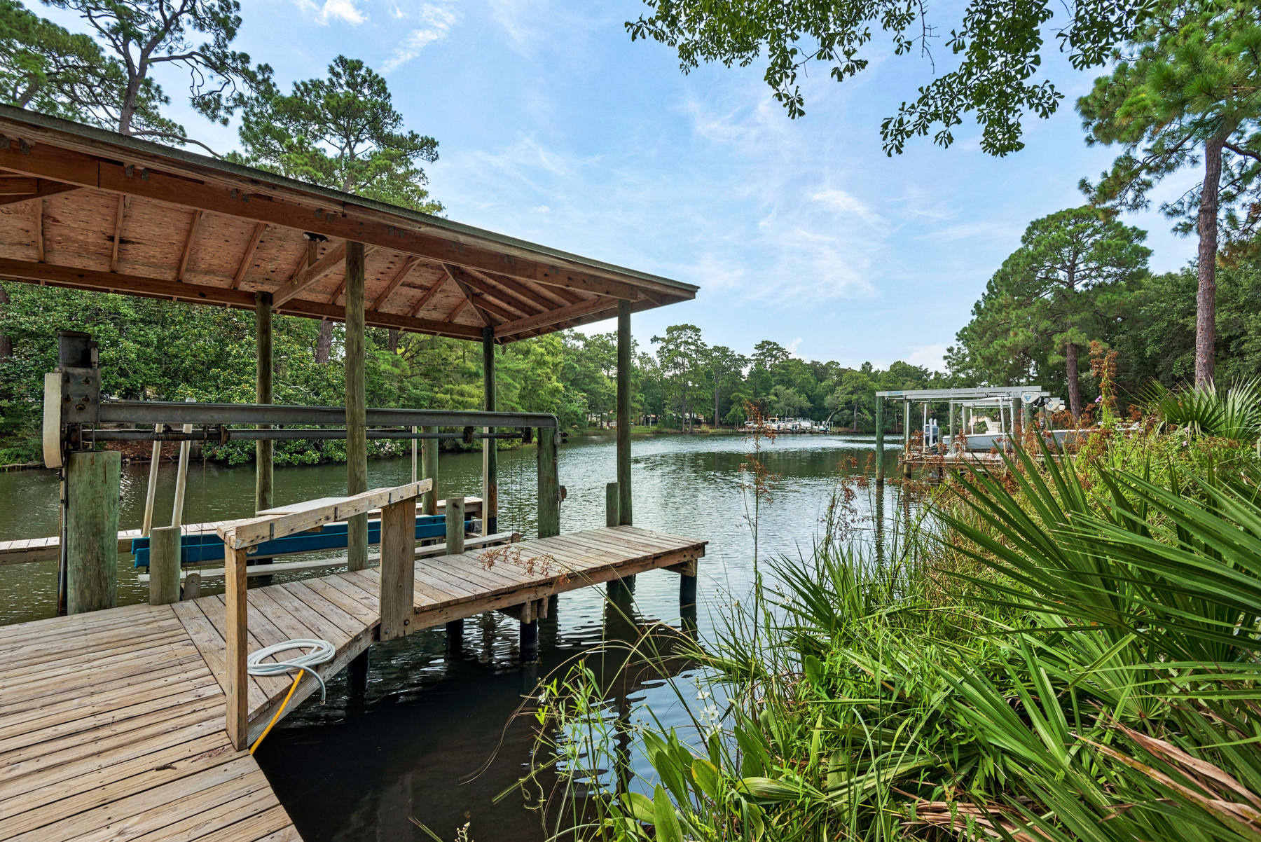 Photo of home for sale at 807 Weeden Island, Niceville FL