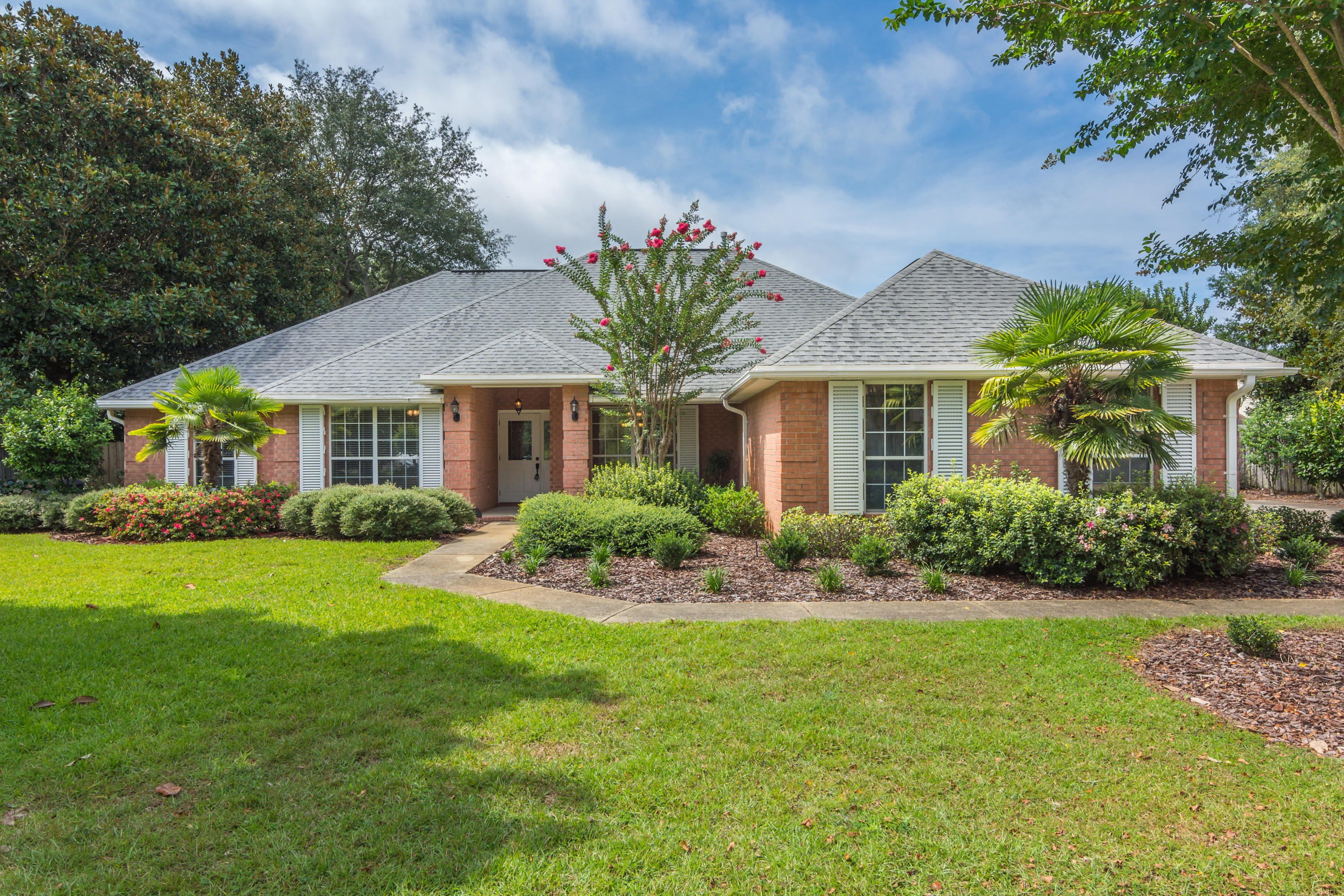 Photo of home for sale at 4244 Otterlake, Niceville FL