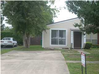 A 2 Bedroom 1 Bedroom Pine Ridge Townhome