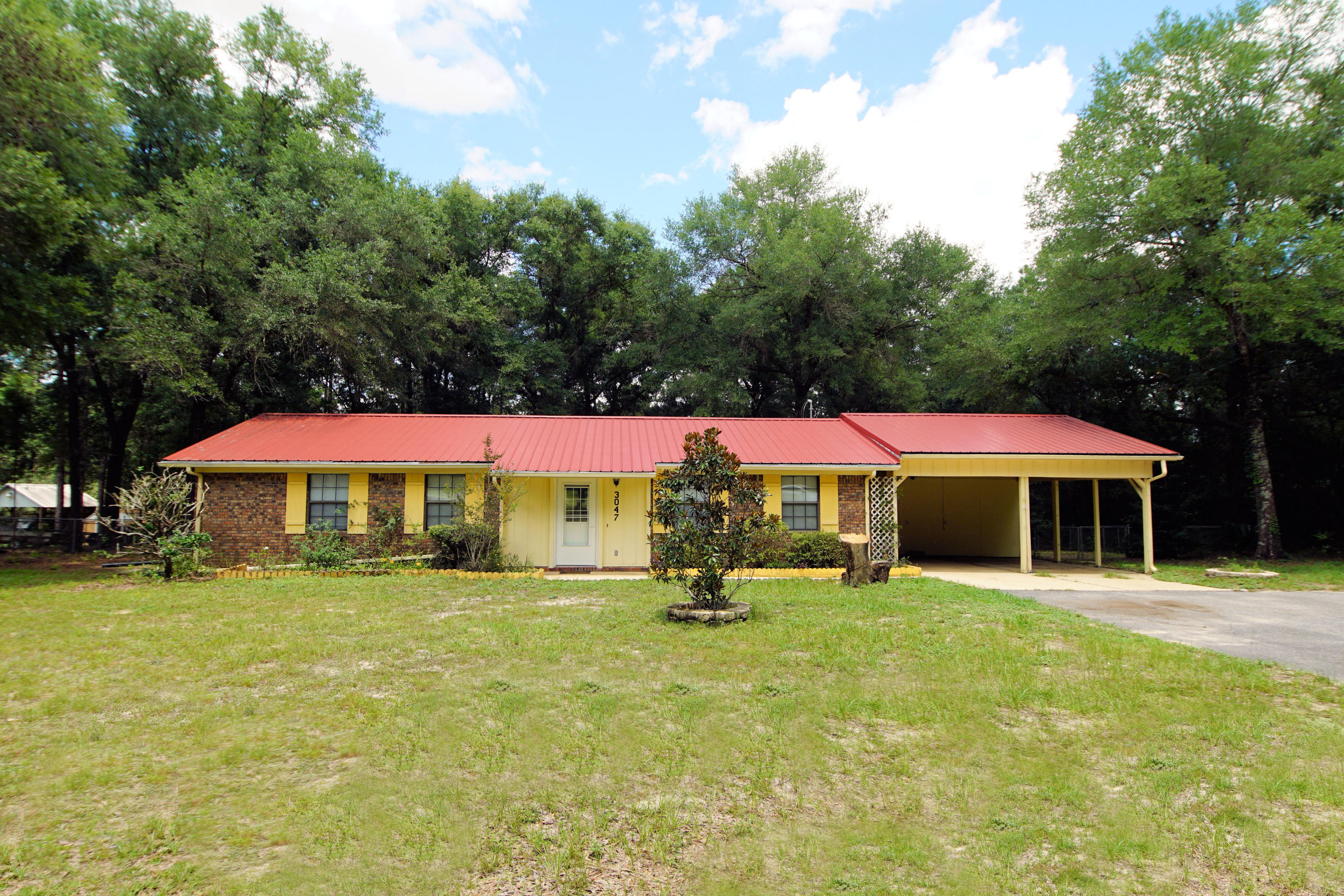 Photo of home for sale at 3047 Aplin, Crestview FL