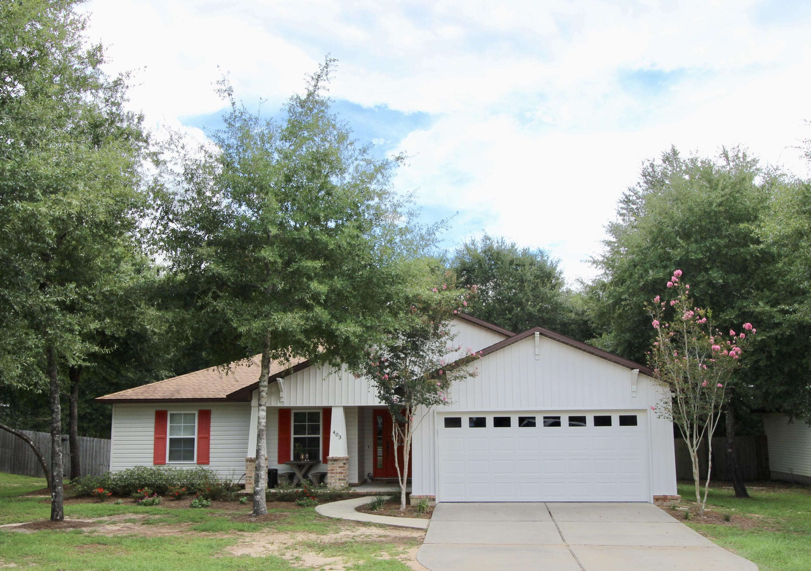 Photo of home for sale at 403 Hunters Ridge, Defuniak Springs FL